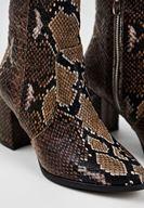 Bayan Kahverengi Yılan Derisi Desenli Topuklu Bot