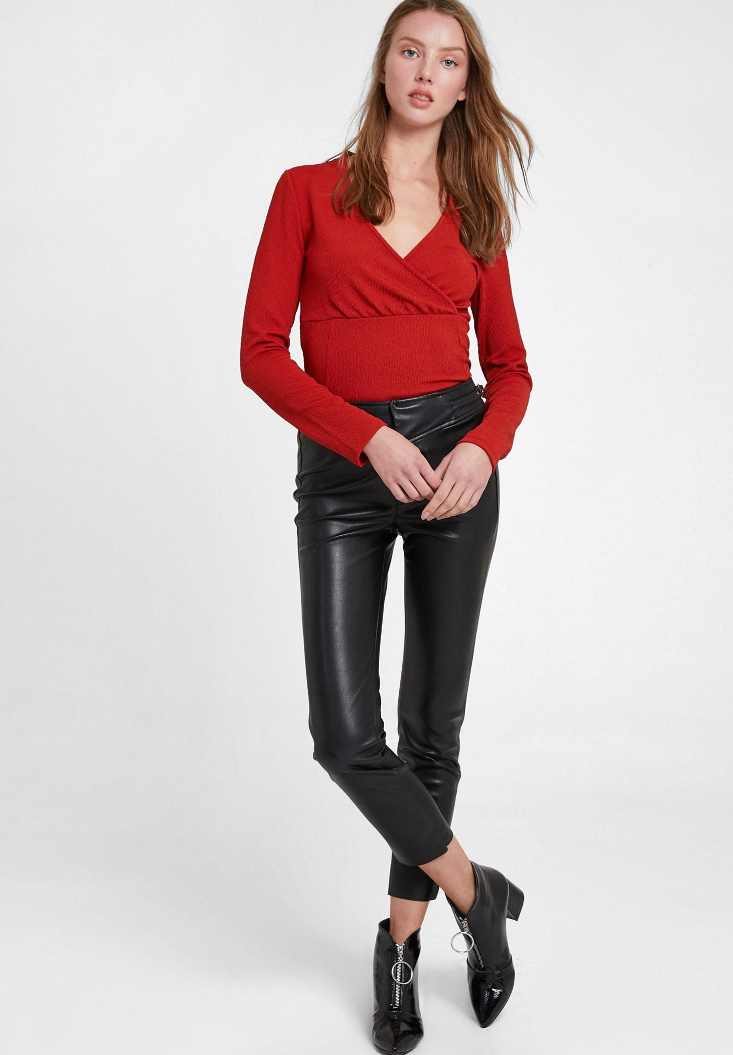 Bayan Siyah Toka Detaylı Deri Görünümlü Pantolon