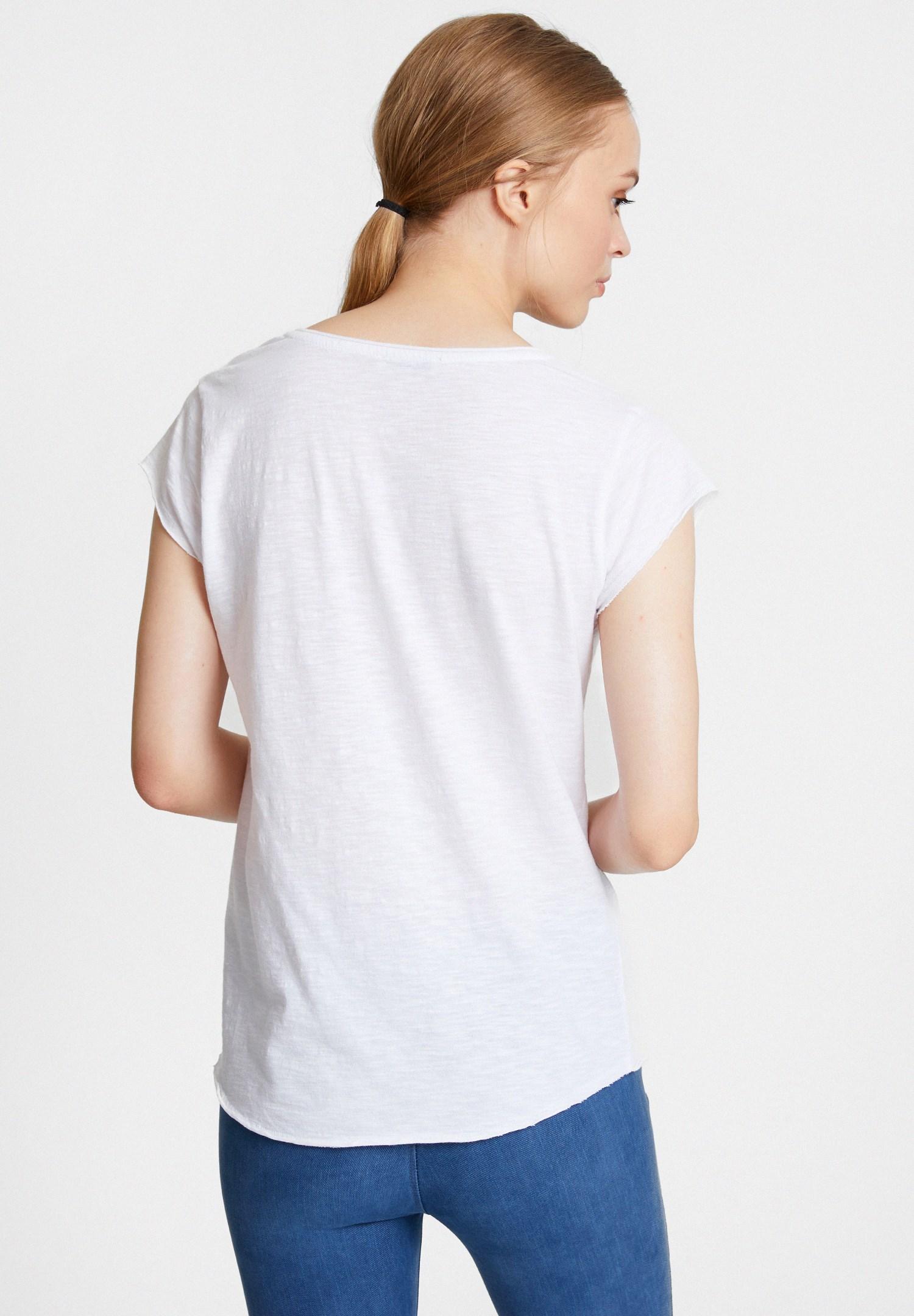 Bayan Beyaz Çiçek Baskılı V Yaka Tişört