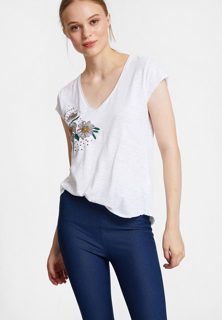 Beyaz Nakışlı V Yaka Pamuk Tişört