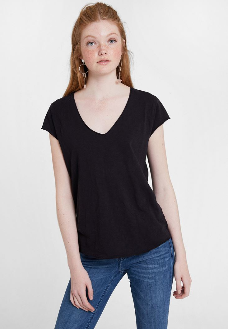 Black Basic T-shirt with V Neck
