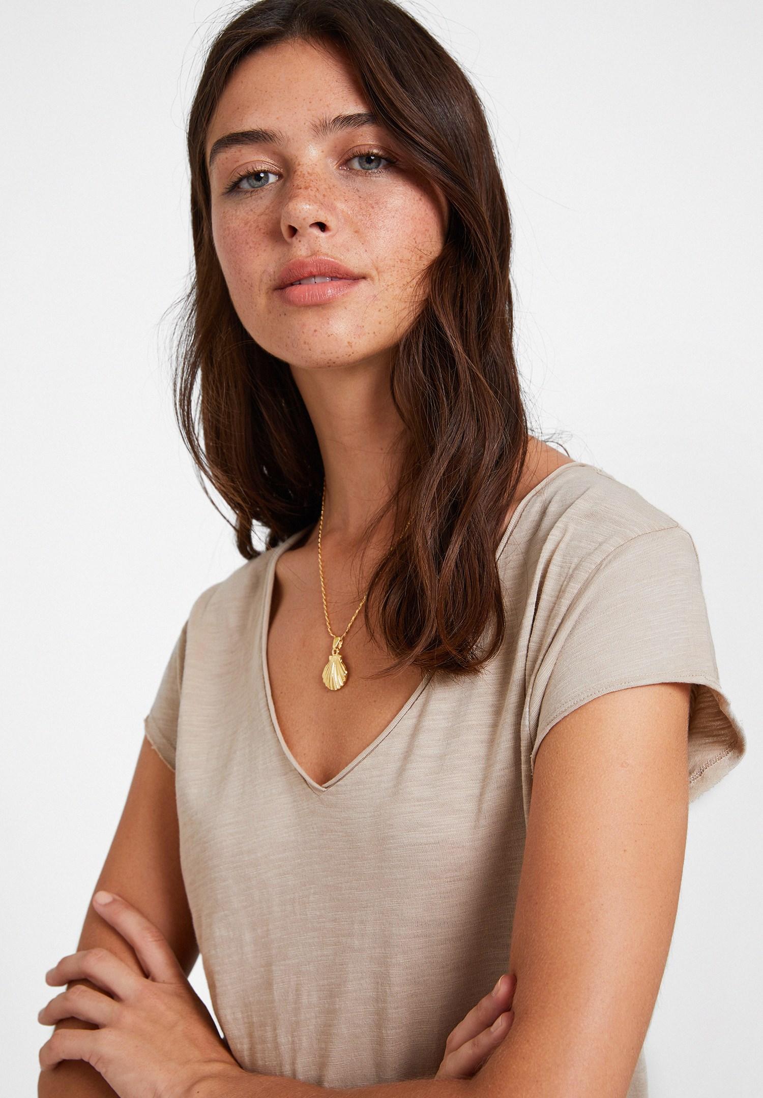 Bayan Krem Basic V Yaka Kısa Kollu Tişört