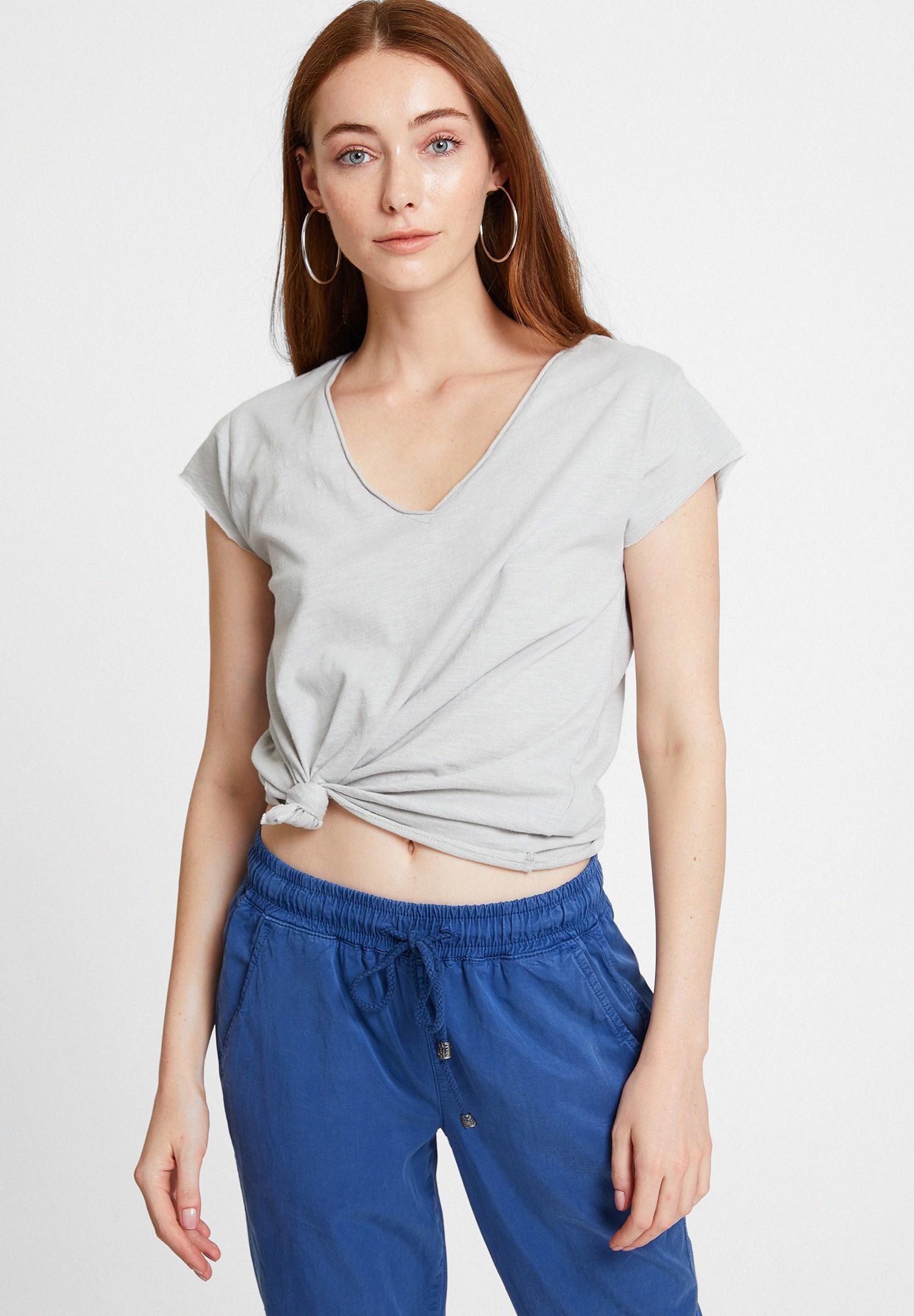 Bayan Gri Basic V Yaka Kısa Kollu Tişört