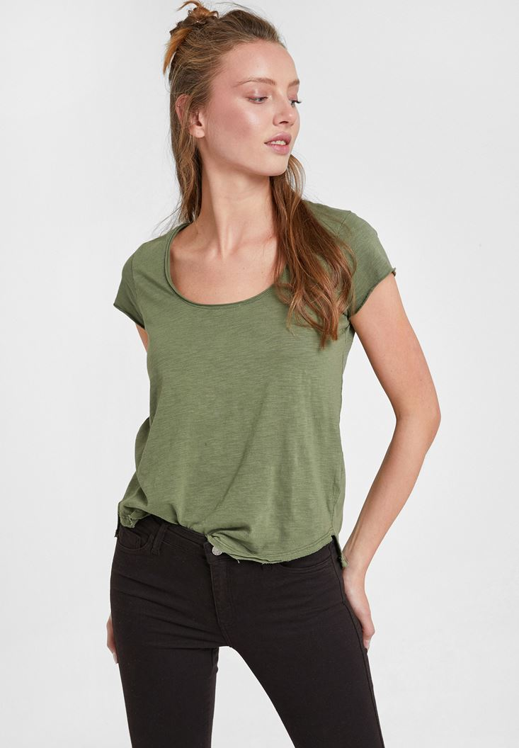 Green Basic T-shirt with U Neck Details