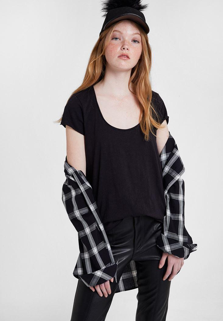 Black Basic T-shirt with U Neck Details