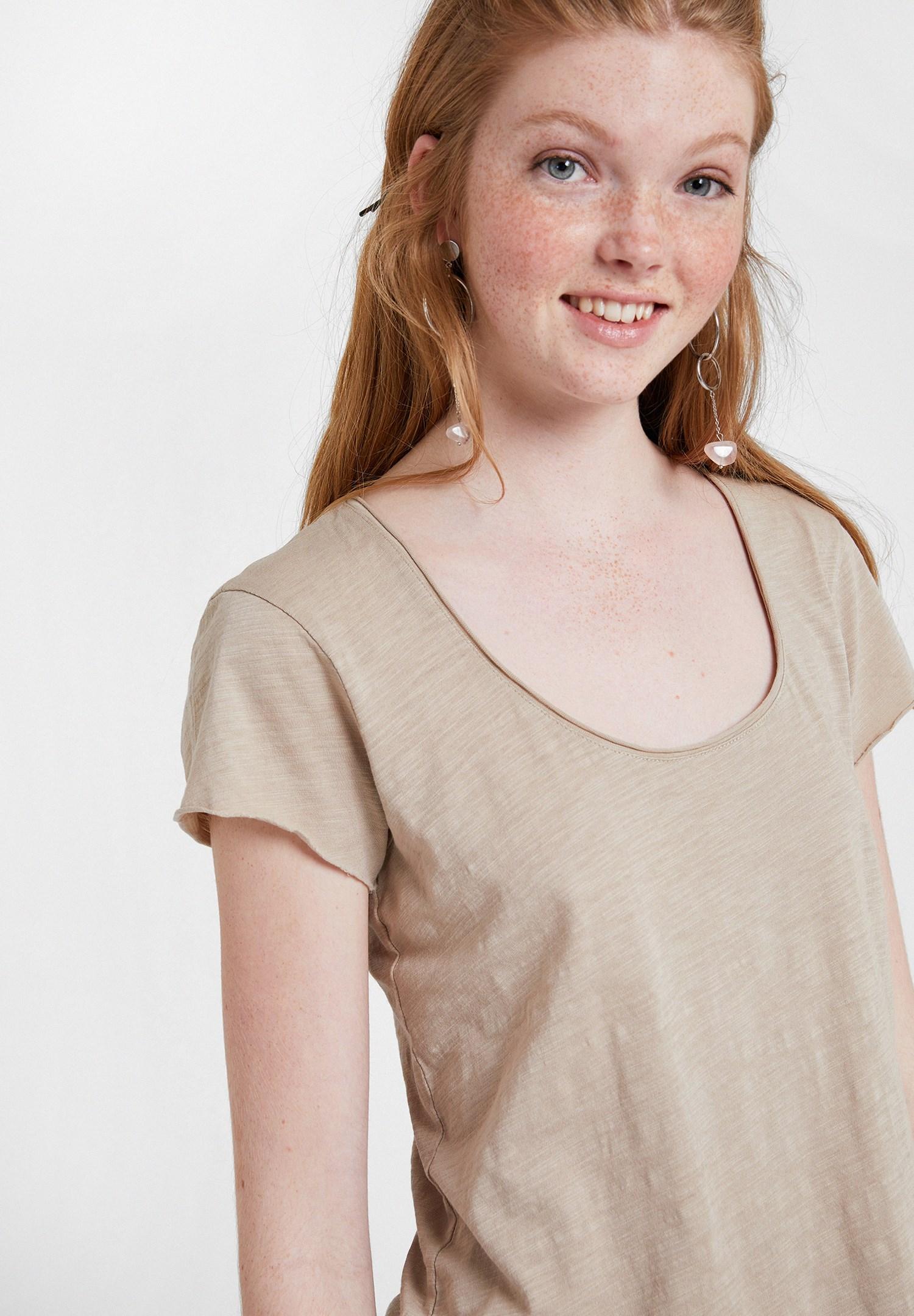 Bayan Krem U Yaka Detaylı Basic Tişört