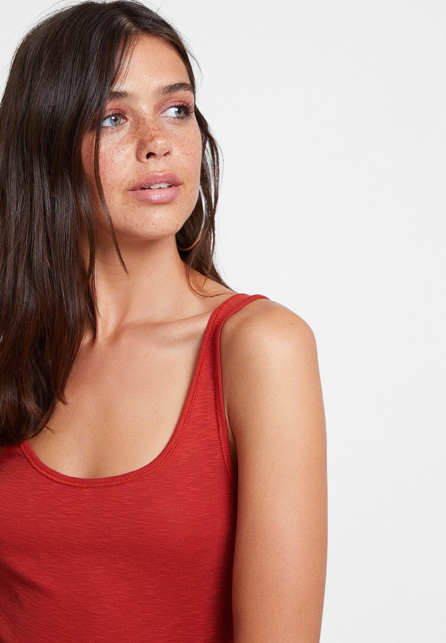 Bayan Kırmızı Askılı U Yaka Basic Atlet
