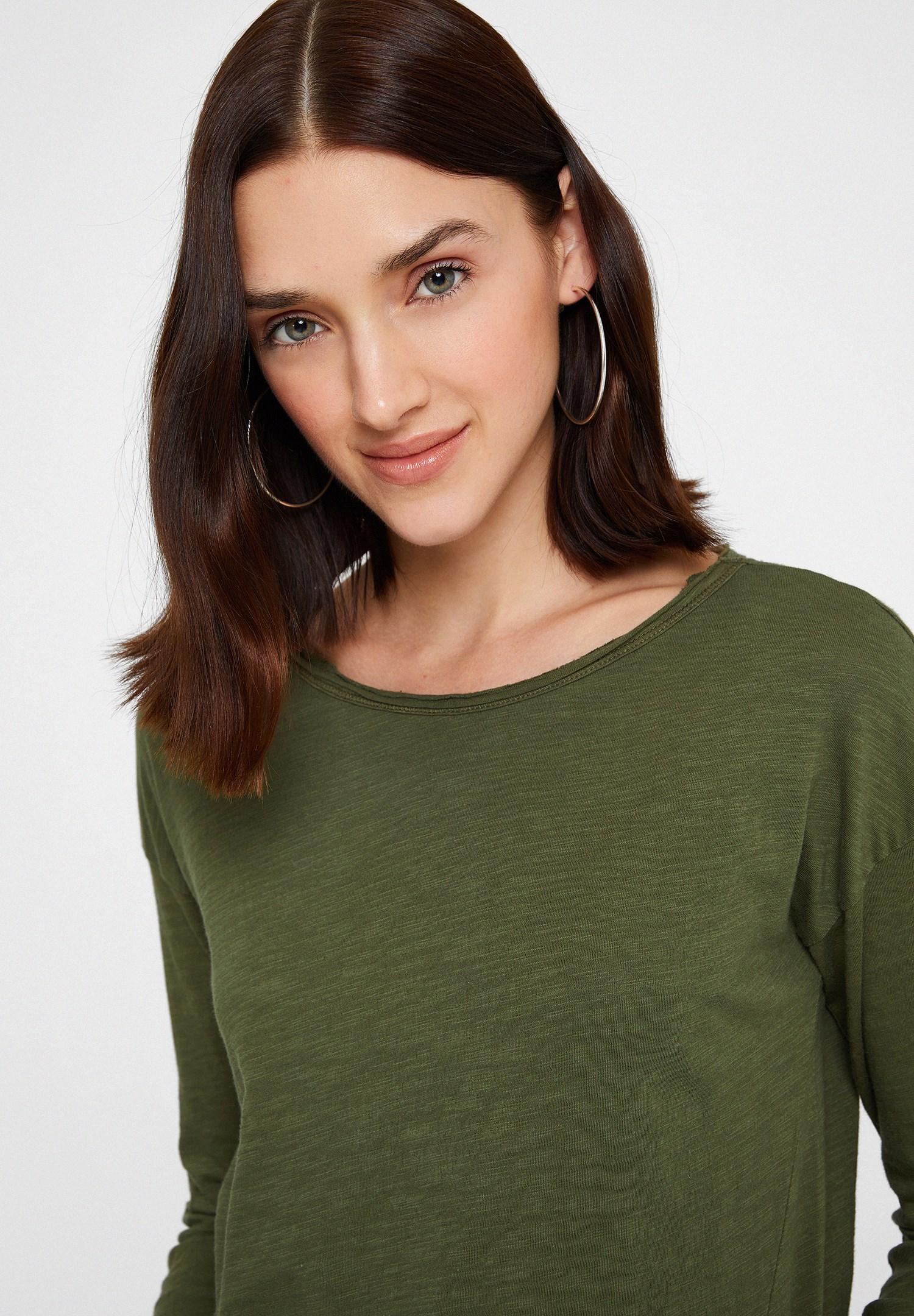 Bayan Yeşil Bisiklet Yaka Pamuklu Tişört