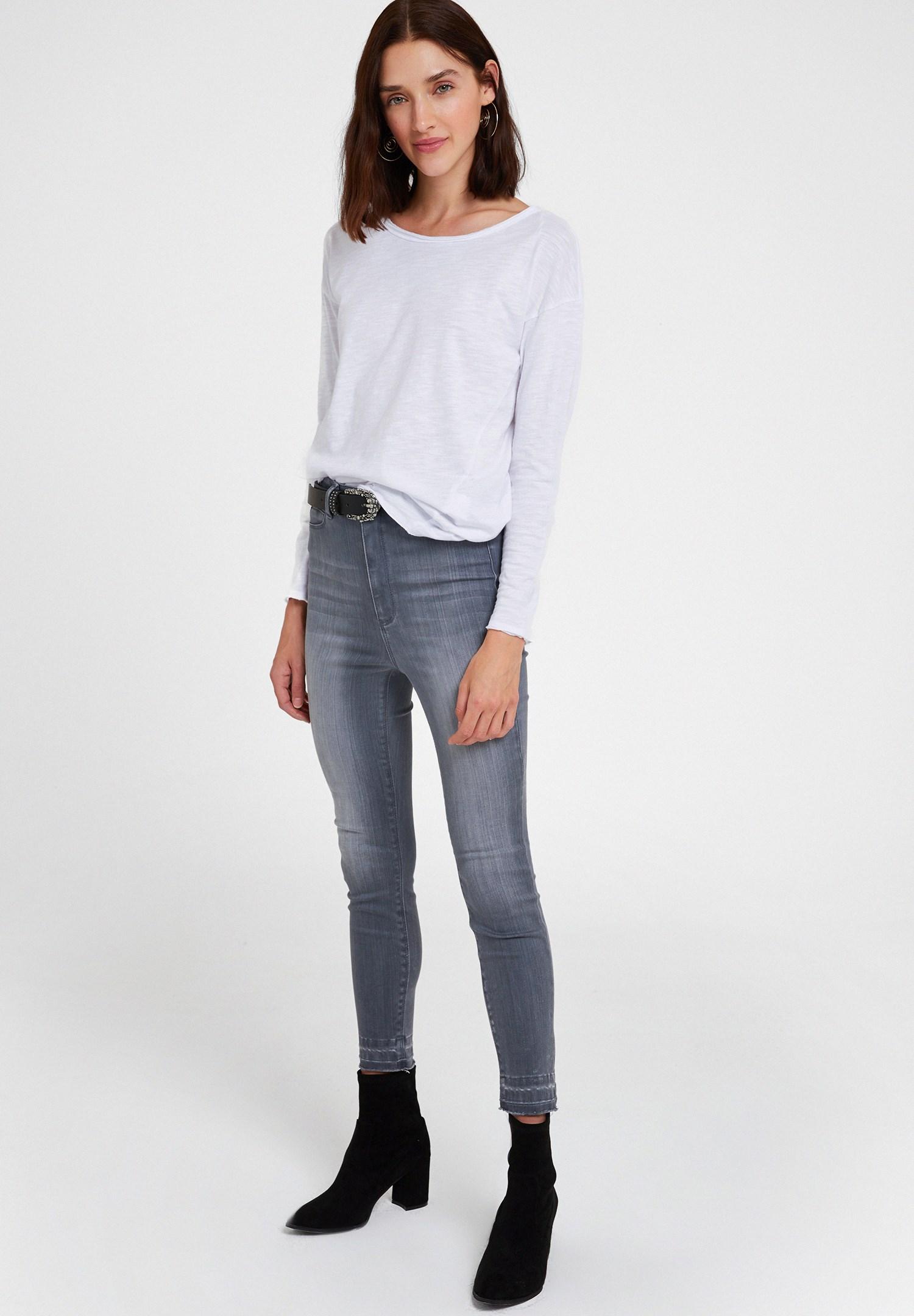 Bayan Beyaz Bisiklet Yaka Pamuklu Tişört