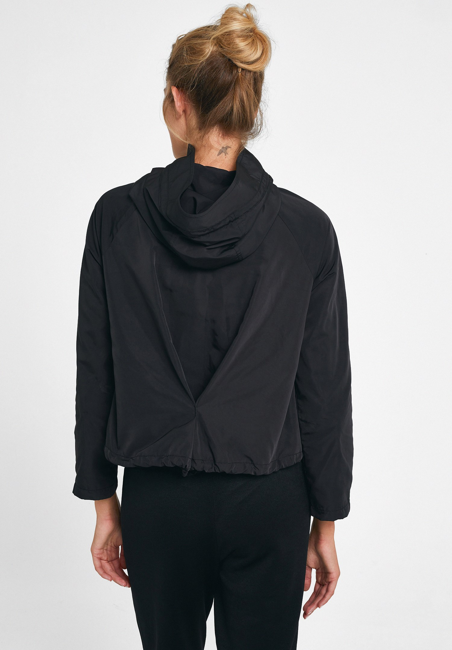 Bayan Siyah Kapüşonlu Cep Detaylı Ceket