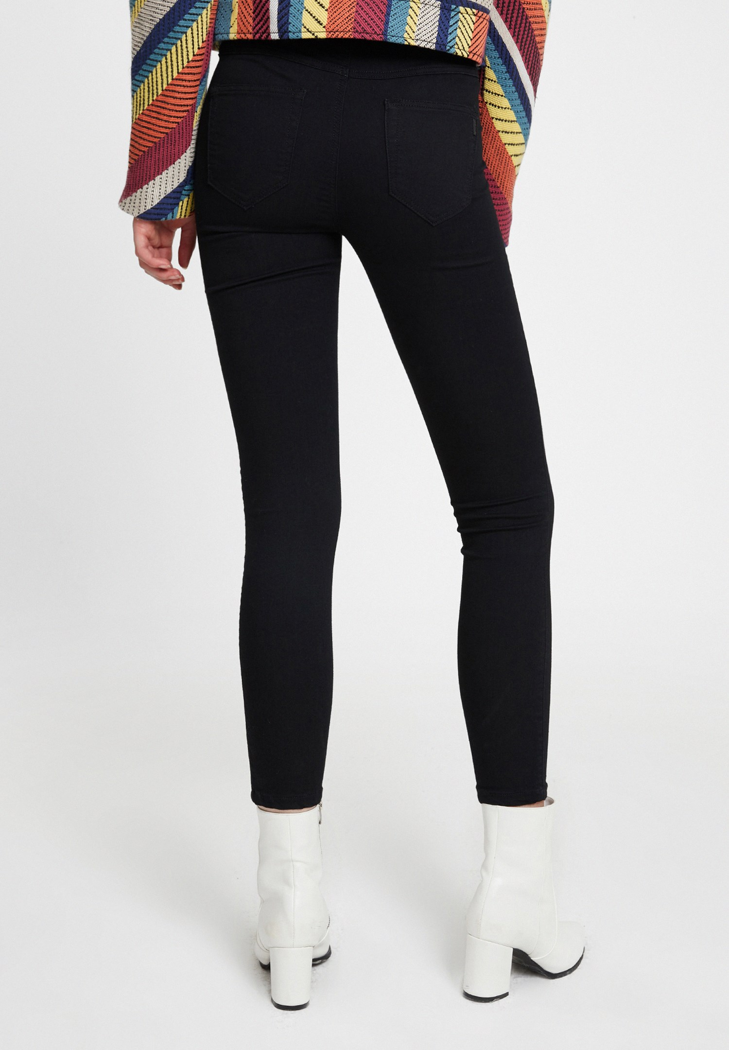 Women Black Mid Rise Jegging with Pockets