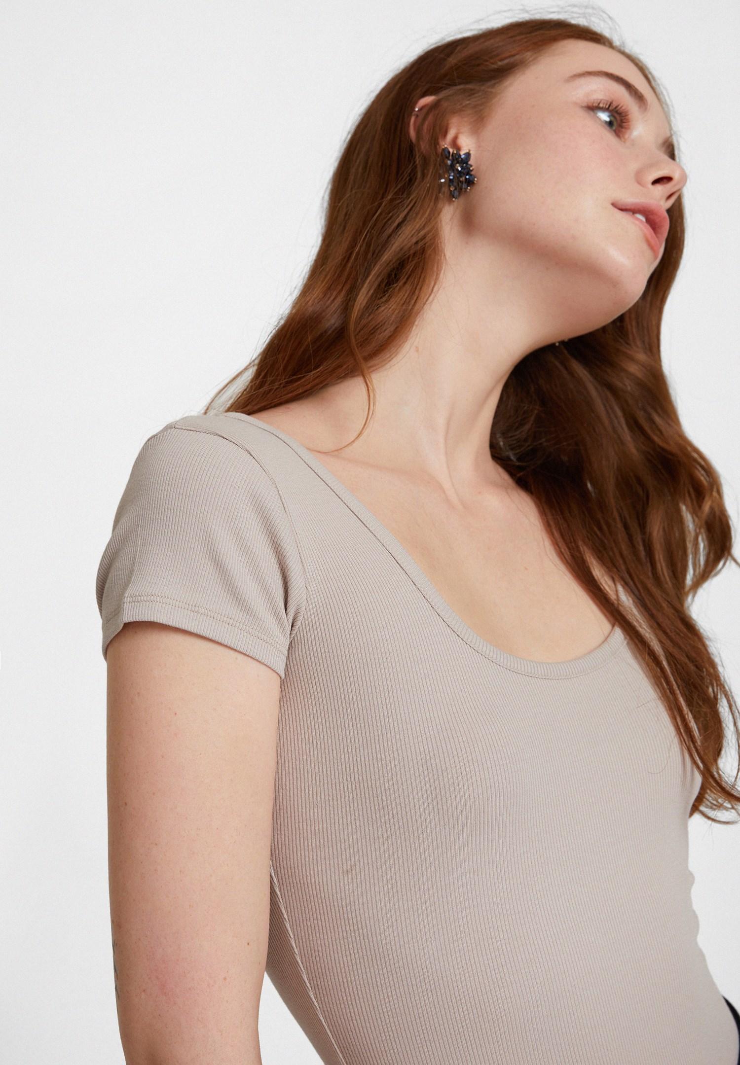 Bayan Krem Basic U Yaka Tişört