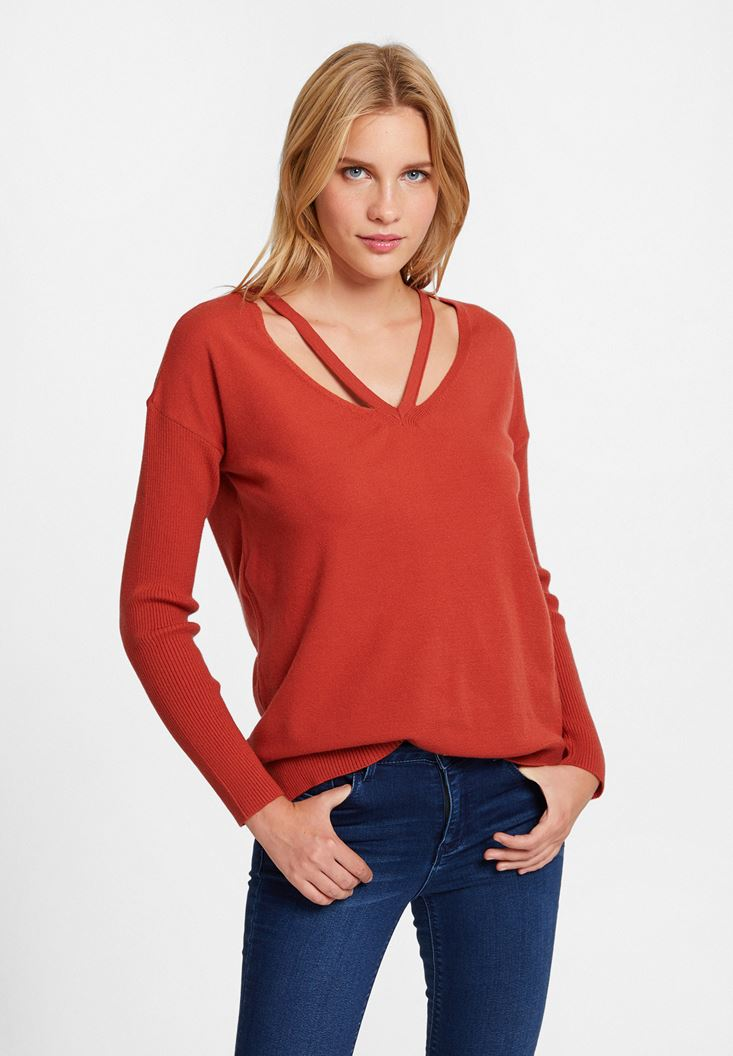 Red Knitwear with Neck Details