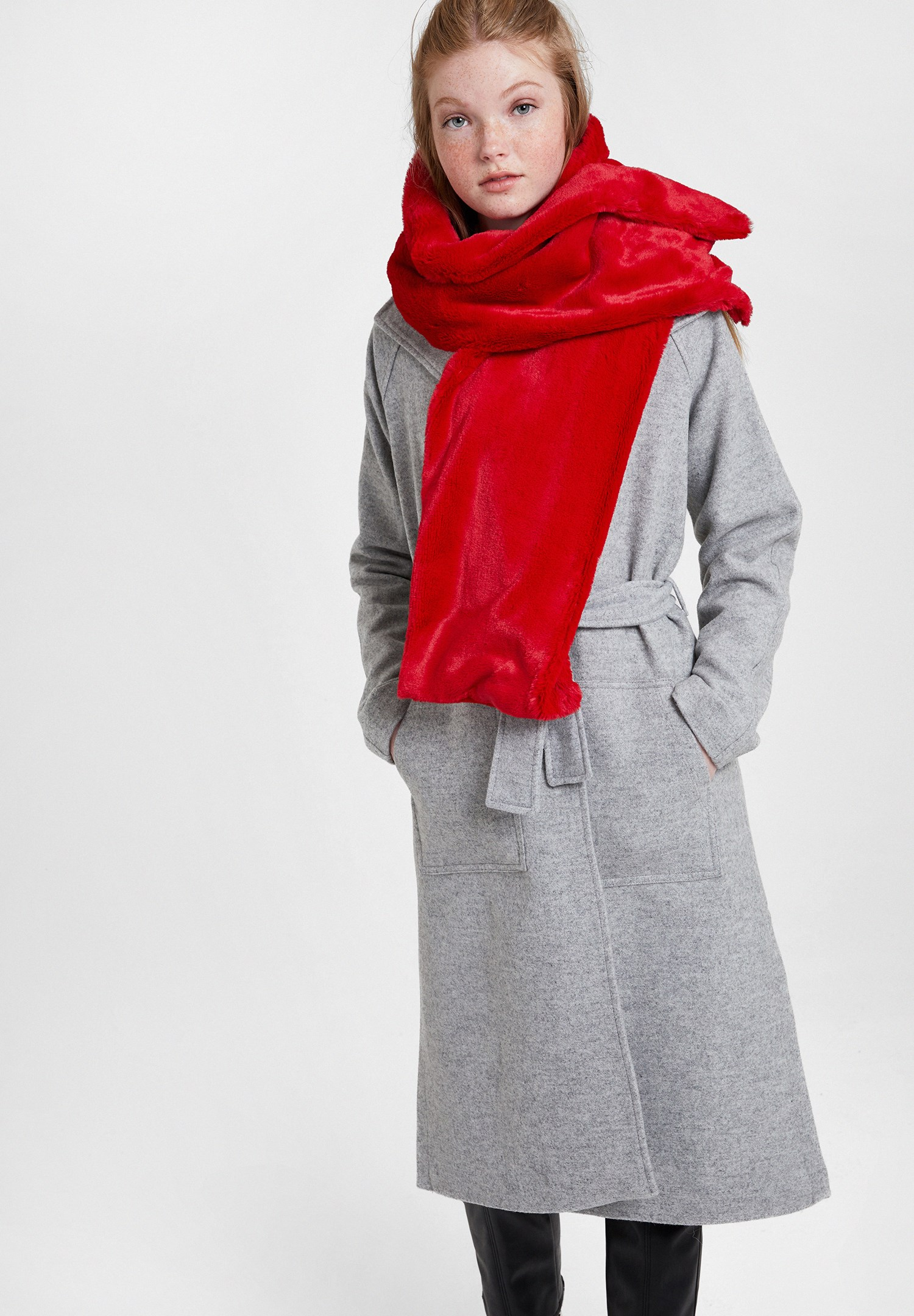 Bayan Kırmızı Yumuşak Dokulu Kürk Şal