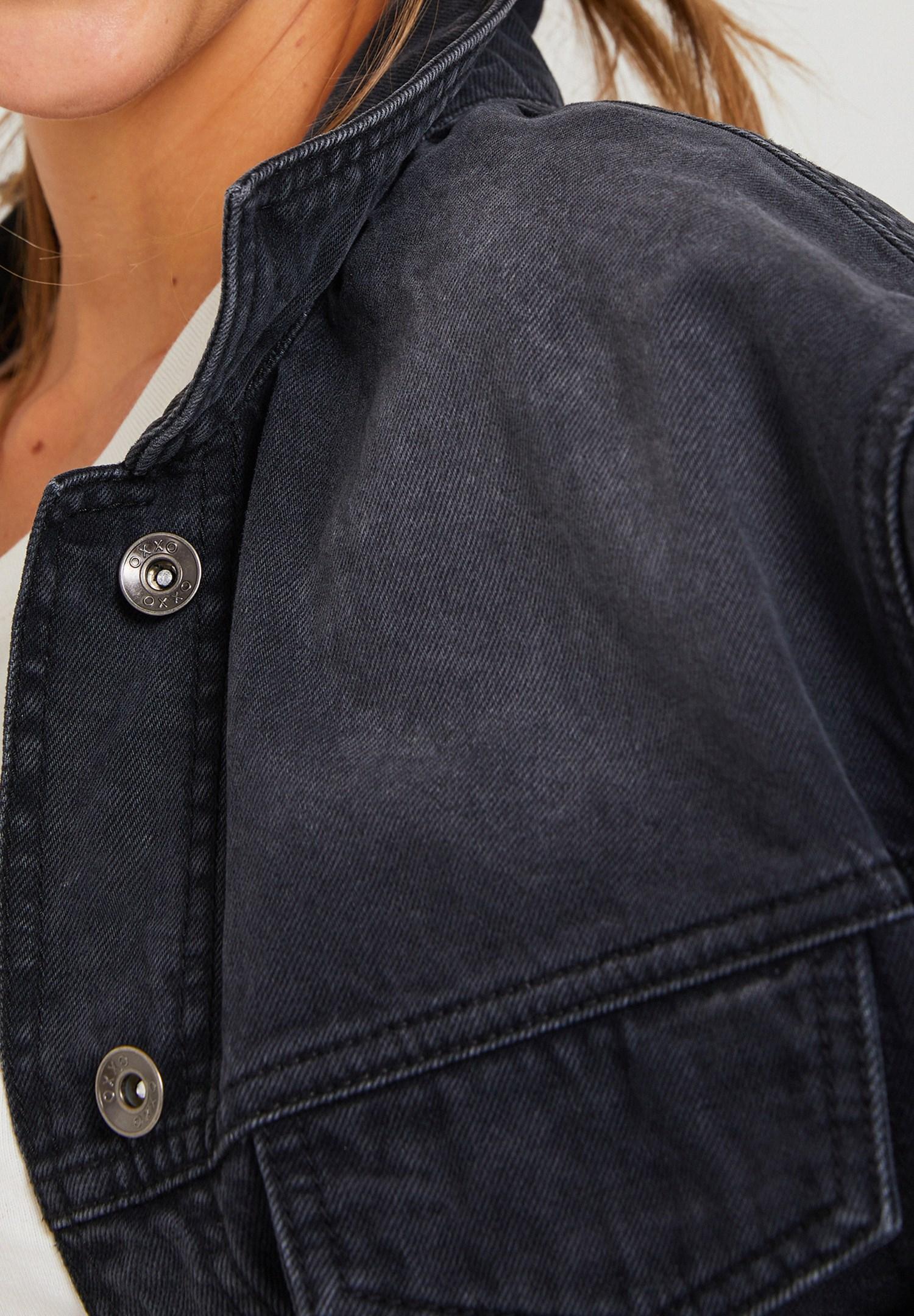 Bayan Siyah Cep Detaylı Kısa Denim Ceket