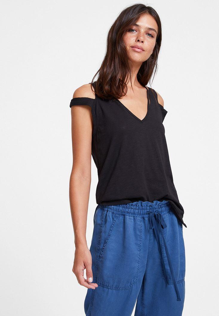 Siyah Biyeli Omuz Detaylı Tişört