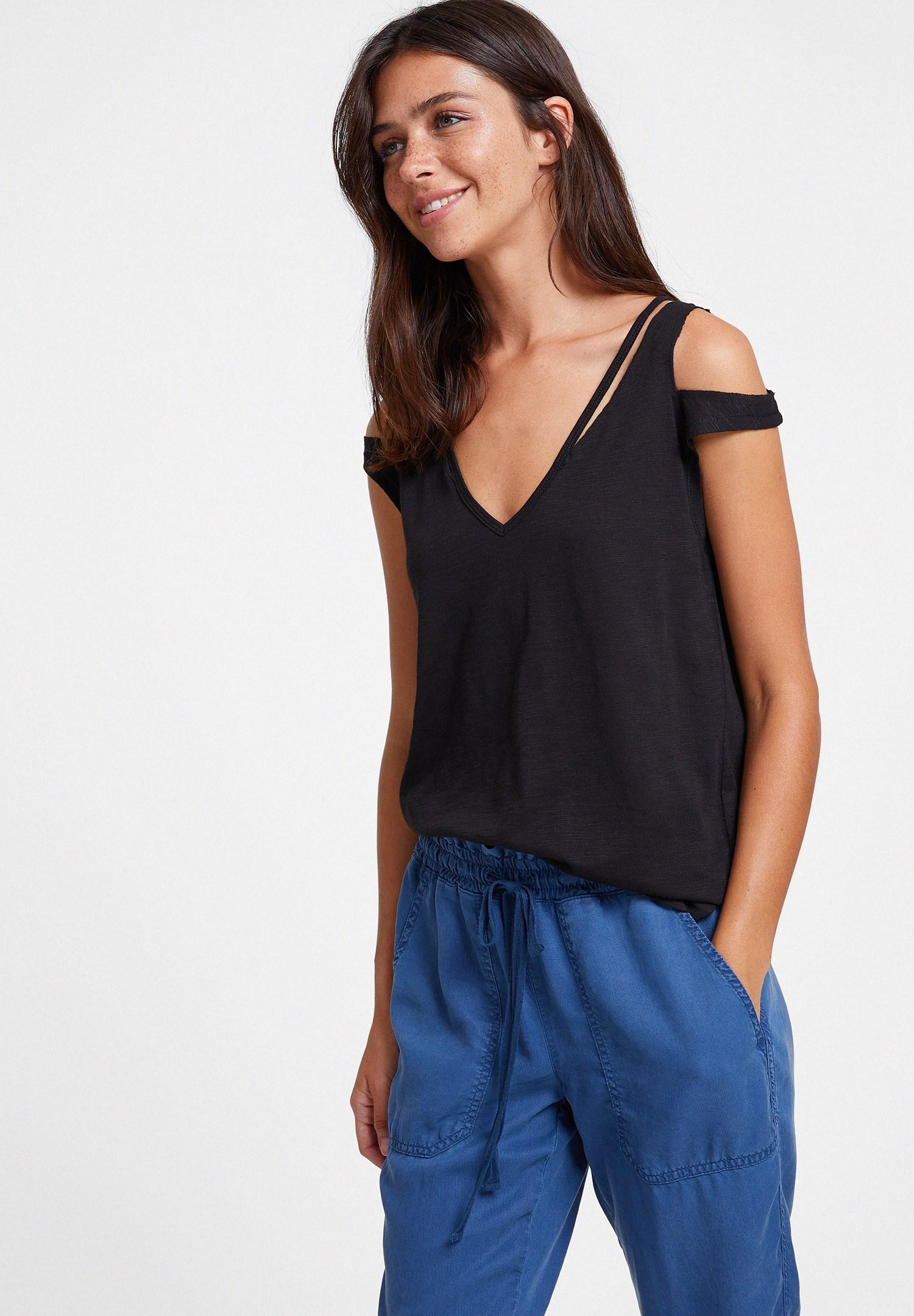 Bayan Siyah Biyeli Omuz Detaylı Tişört