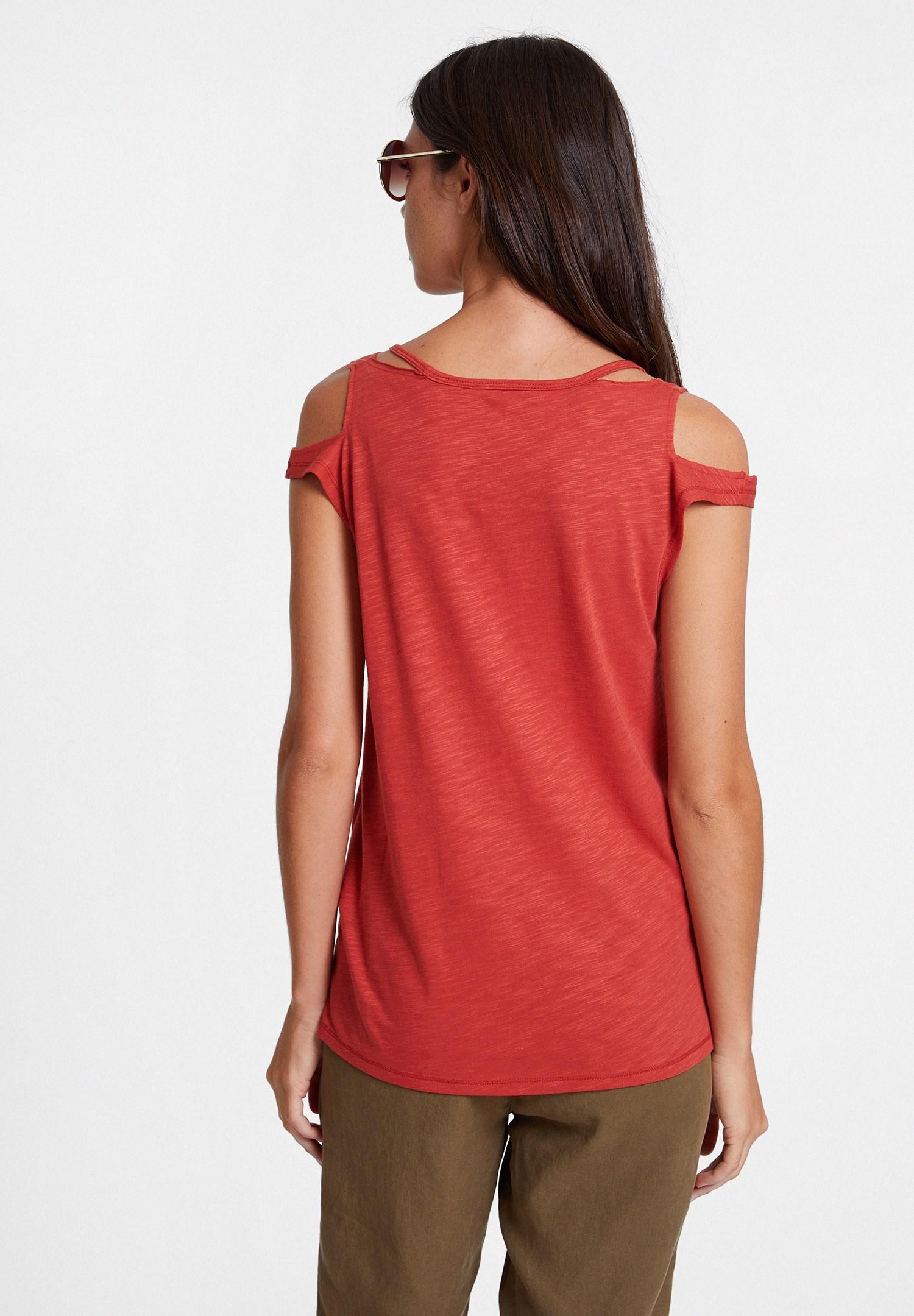 Bayan Kırmızı Biyeli Omuz Detaylı Tişört