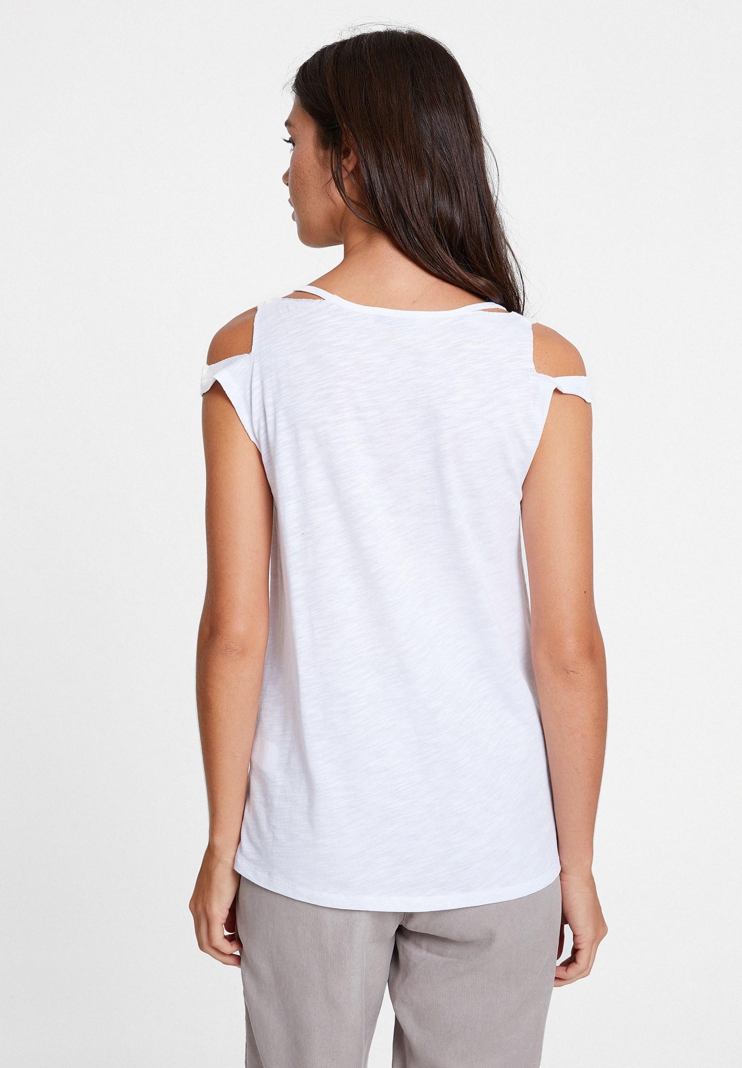 Bayan Beyaz Biyeli Omuz Detaylı Tişört