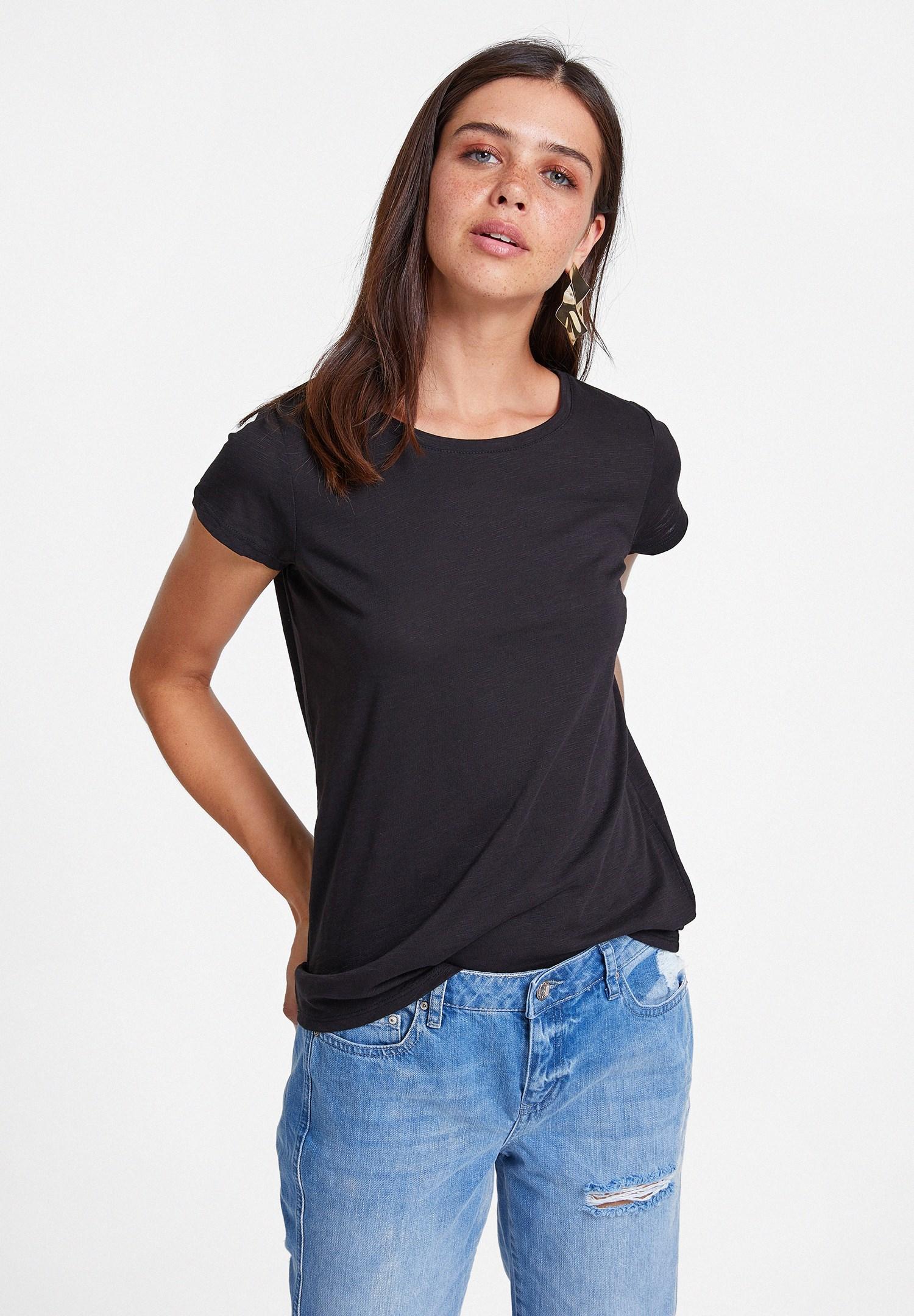 Bayan Siyah Yuvarlak Yaka Yarım Kollu Basic Tişört