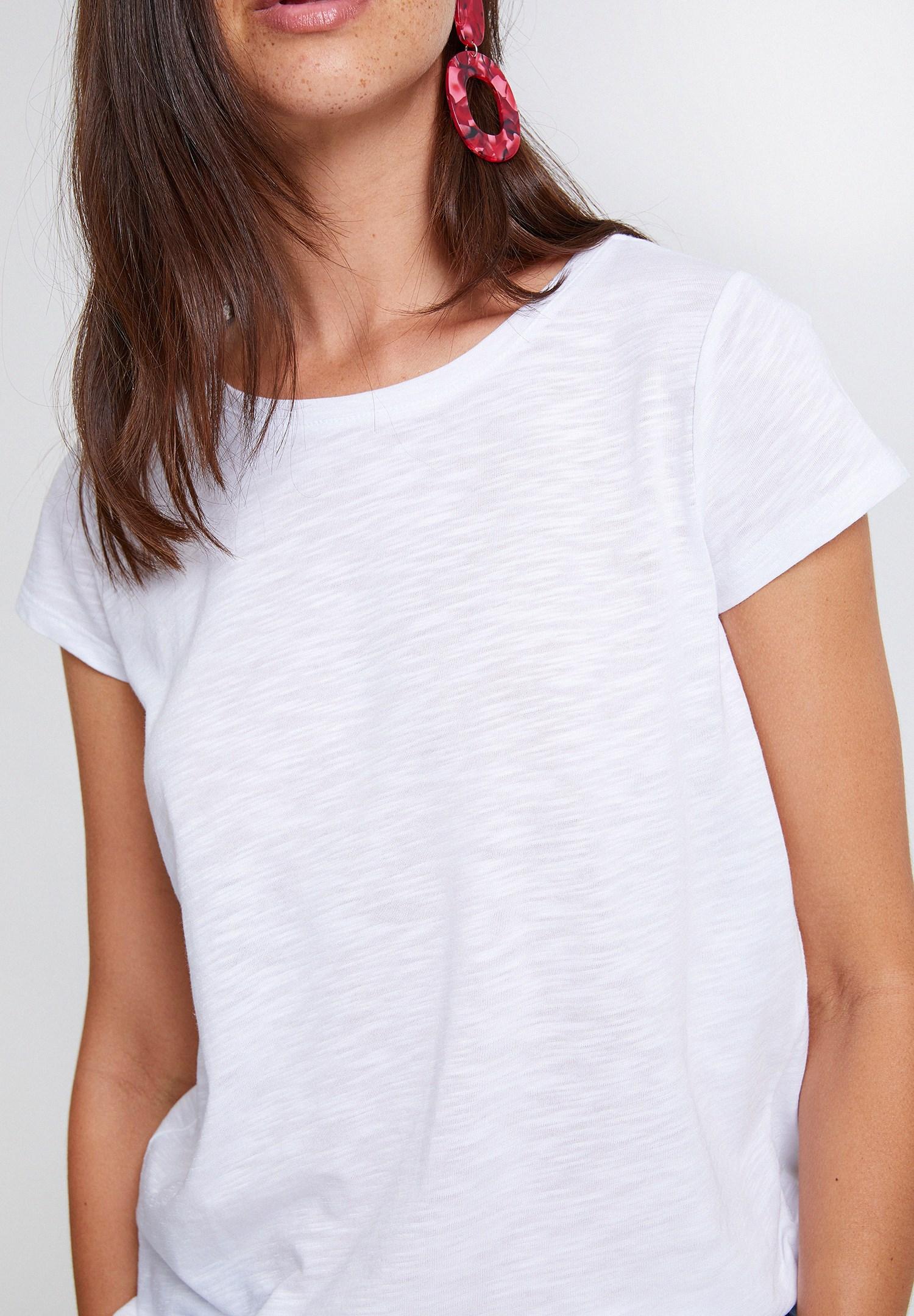 Bayan Beyaz Yuvarlak Yaka Yarım Kollu Basic Tişört