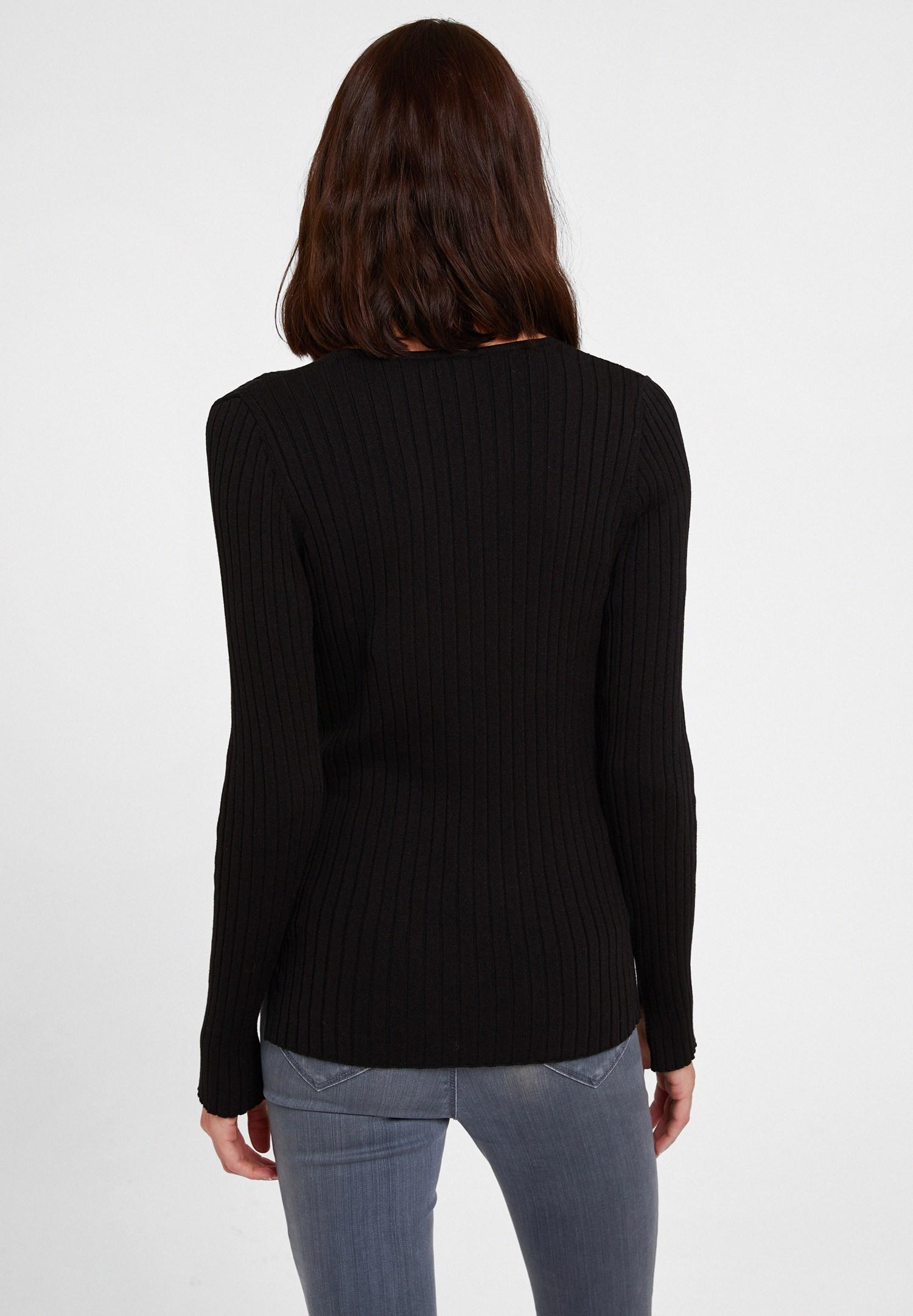 Bayan Siyah Düğme Detaylı Uzun Kollu Hırka