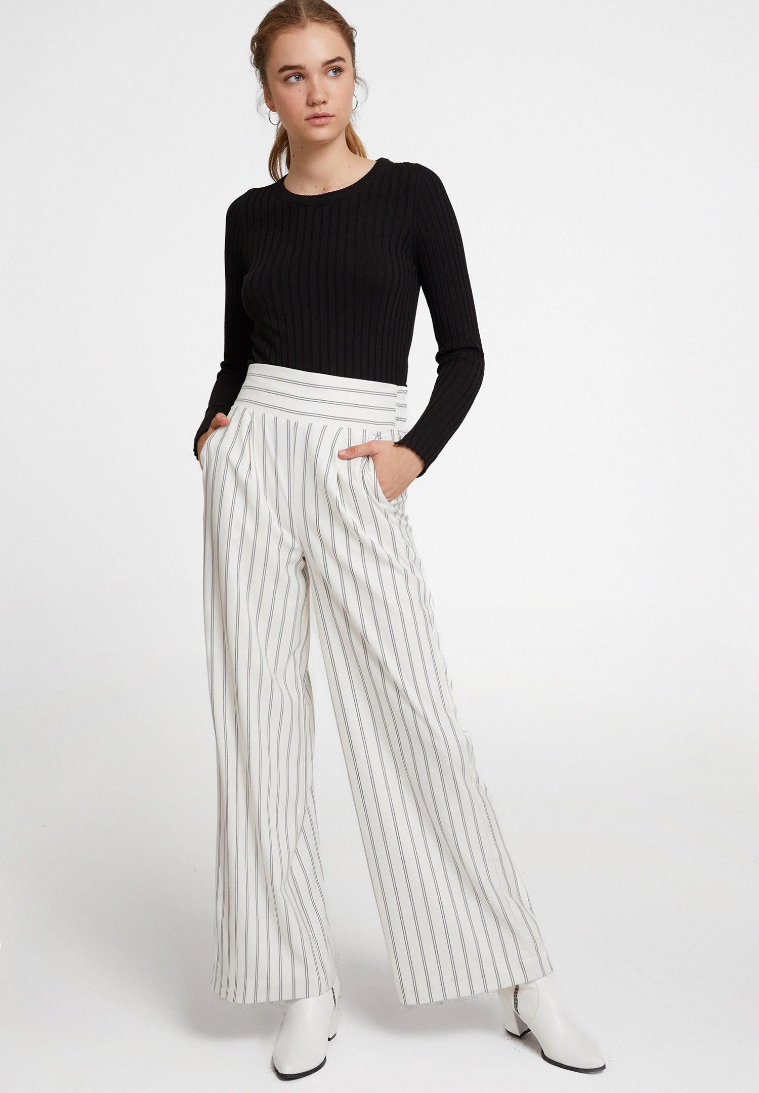 Women Black Long Sleeve Knitwear with Detail
