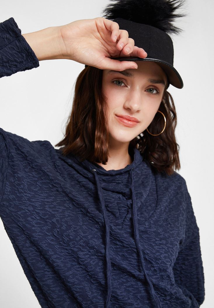 Siyah Ponpon Detaylı Şapka