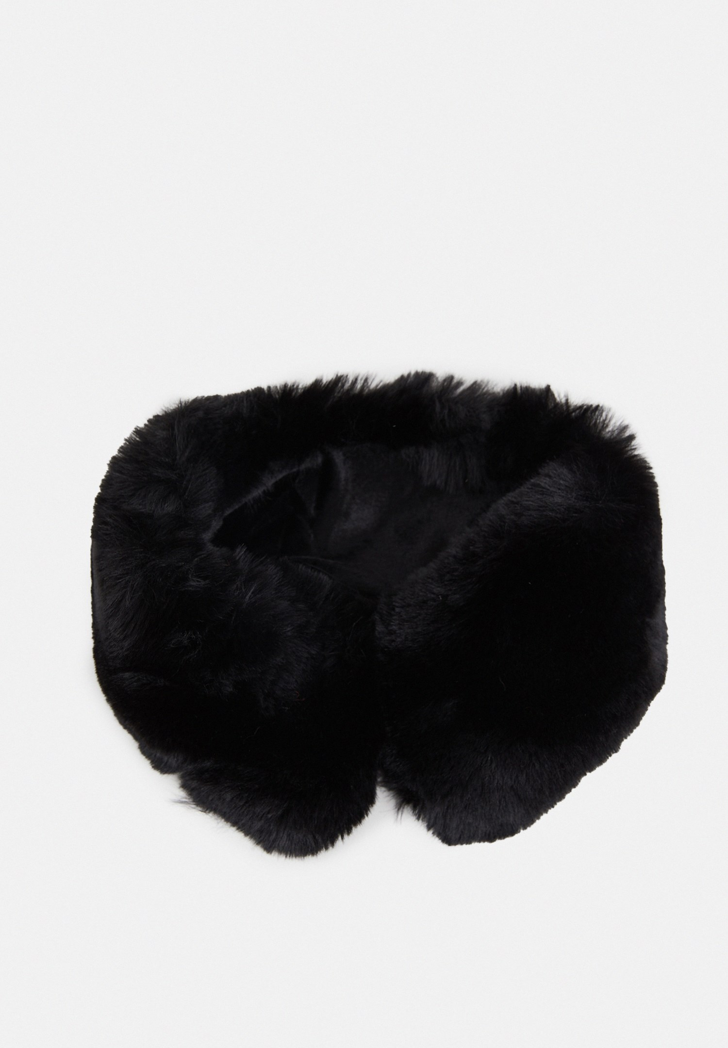 Women Black Fake Fur Short Neck