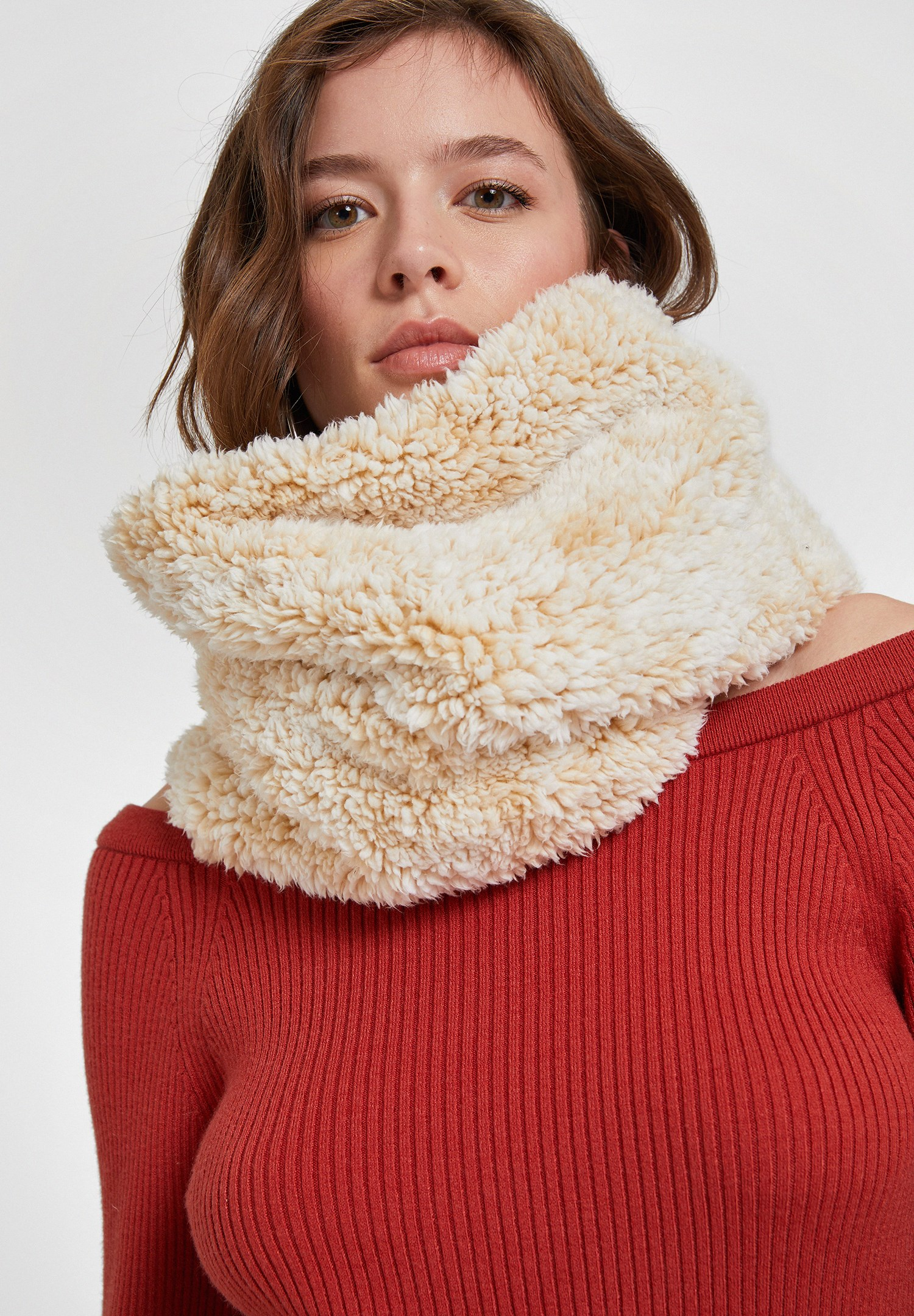 Women Cream Snood with Faux Fur