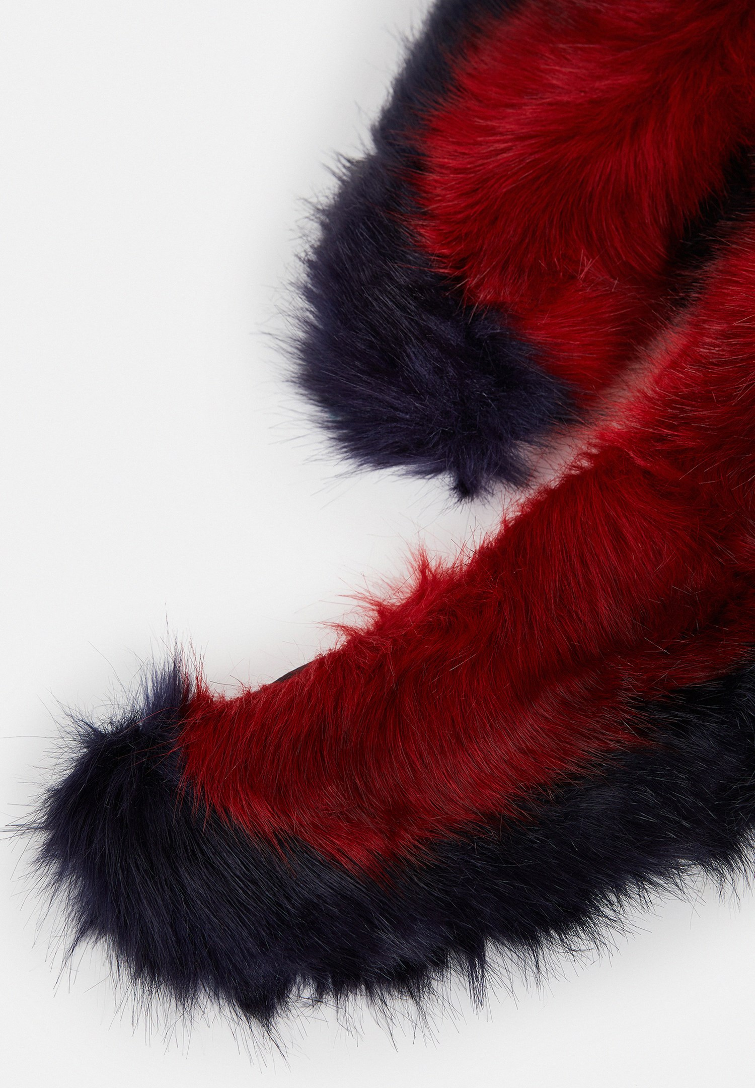 Women Mixed Fake Fur Neck with Block Design