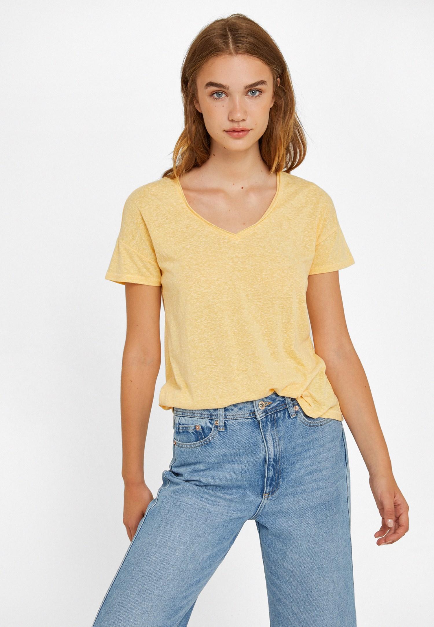 Bayan Sarı Arkası Yırtmaçlı Tişört
