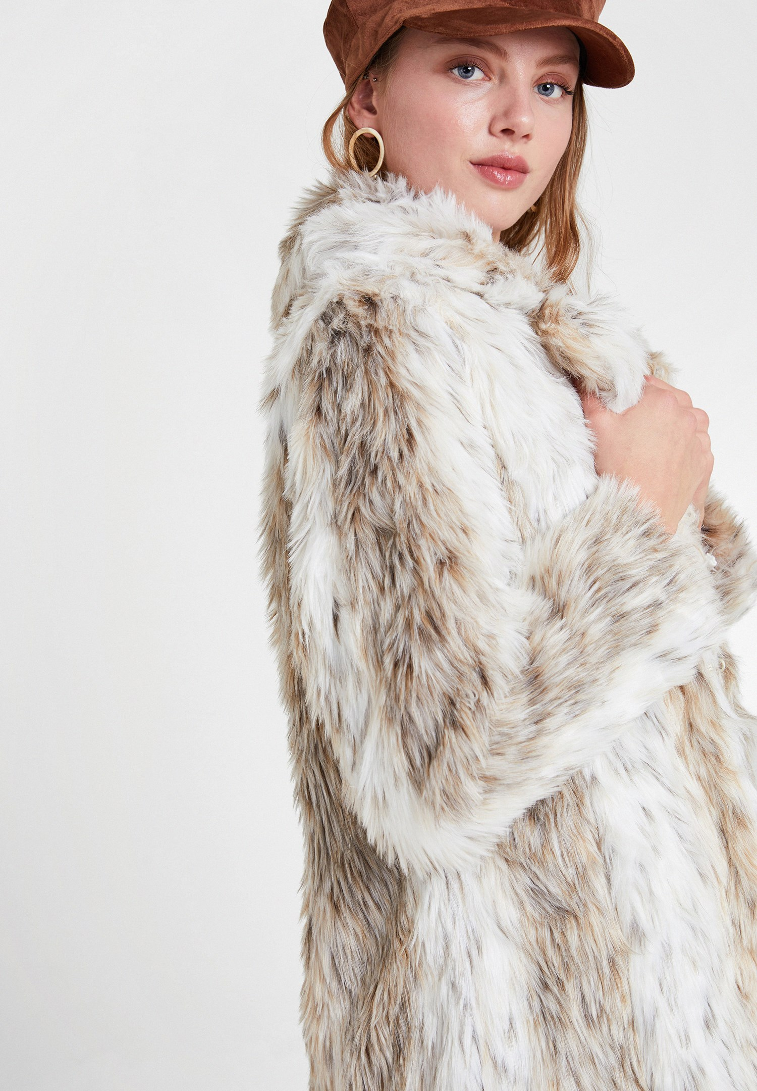 Women Mixed Faux Fur Jacket with Detail