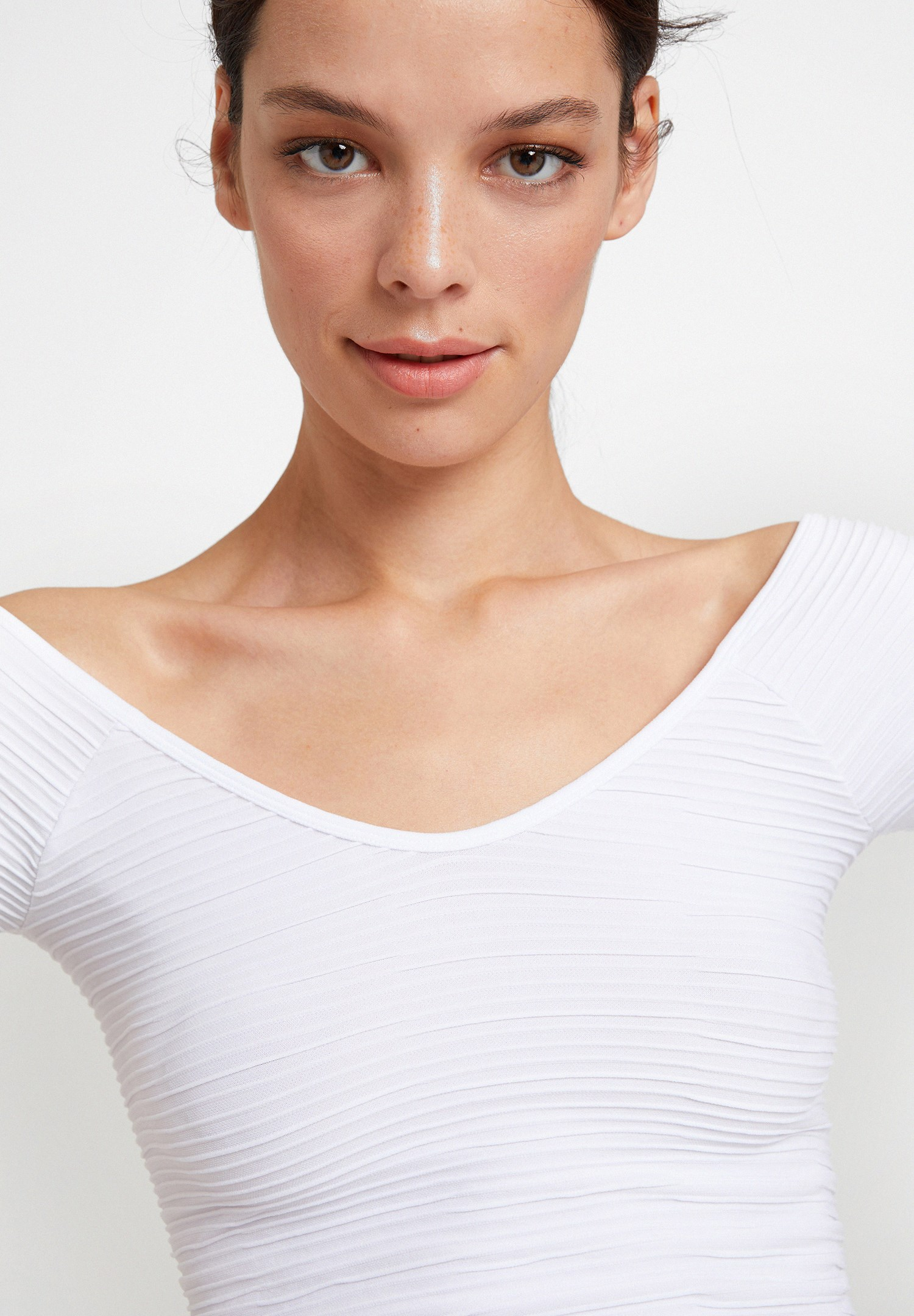 Bayan Beyaz V Yaka Detaylı Crop Top