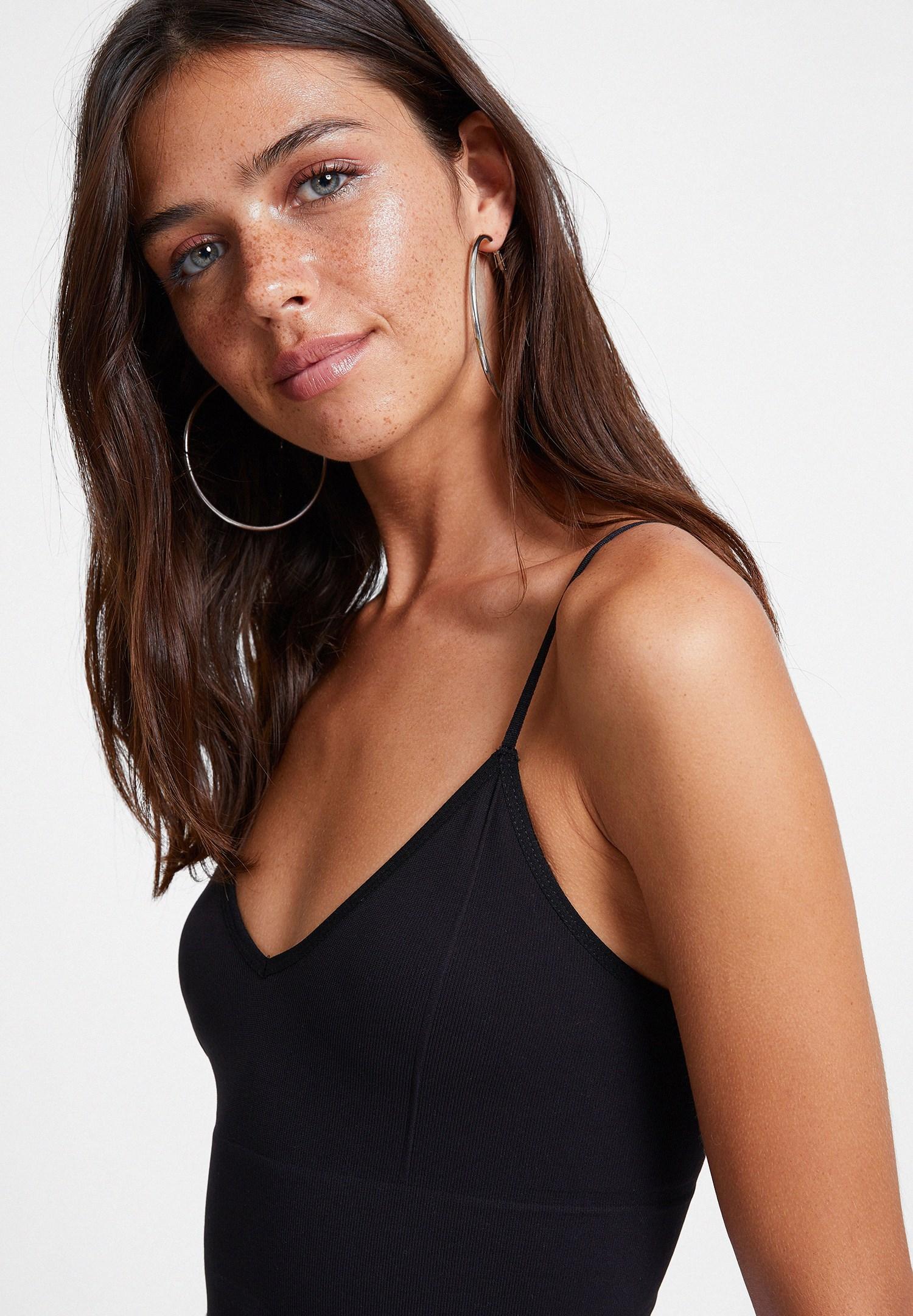 Bayan Siyah İnce Askılı V Yaka Crop Top