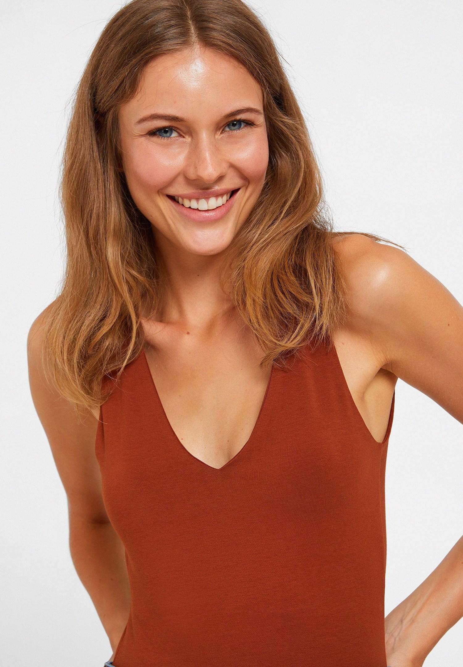 Bayan Kahverengi V Yaka Kalın Askılı Pamuk Atlet
