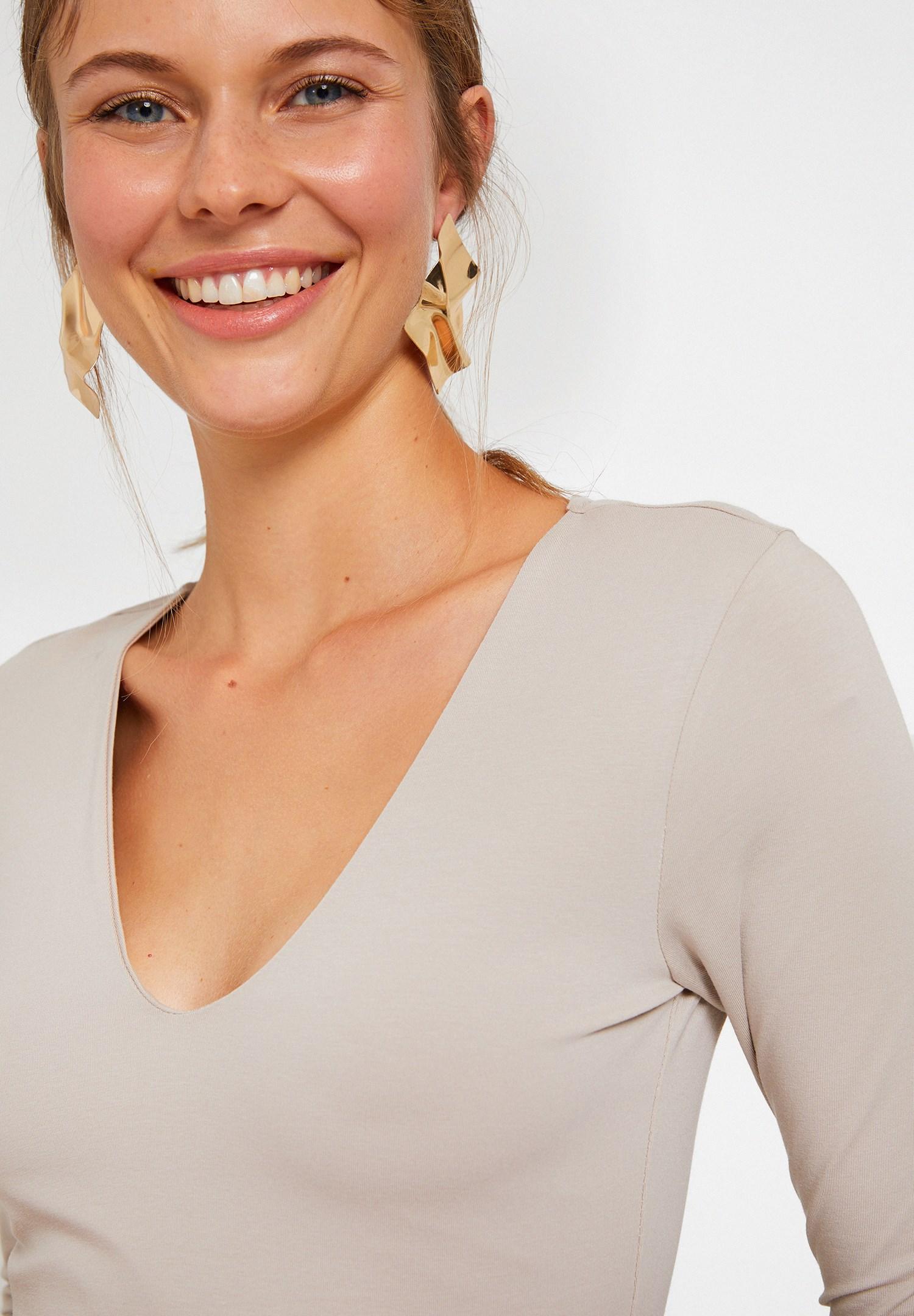 Bayan Krem Pamuklu V Yaka Tişört