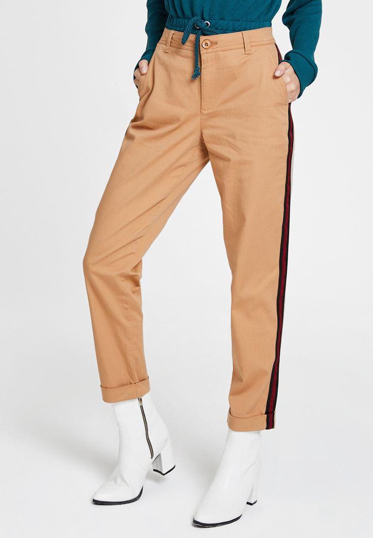 Kahverengi Şerit Detaylı Pantolon