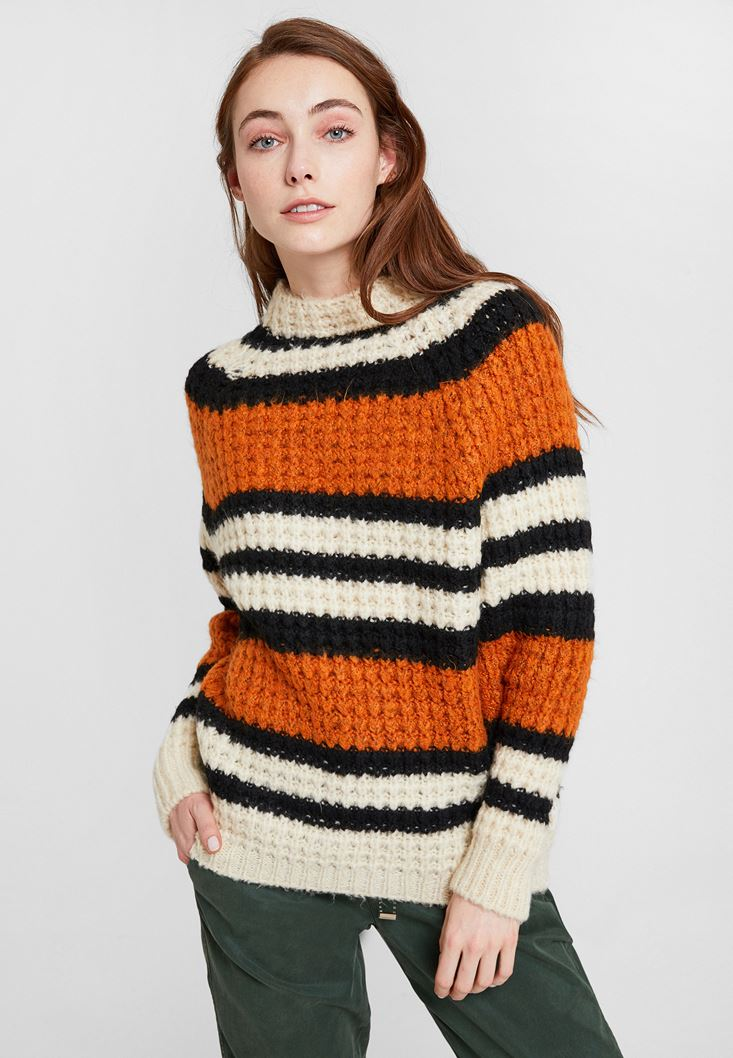 Mixed Pullover with Neck and Lines