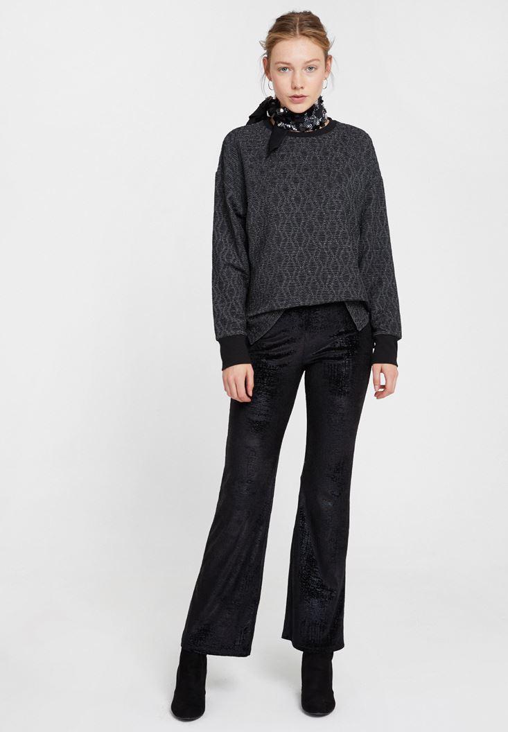Siyah Dokulu Pantolon ve Sweatshirt Kombini
