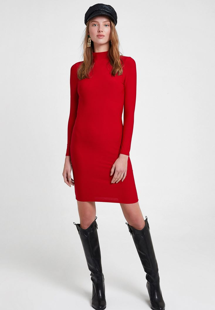 Kırmızı Sırt Detaylı Uzun Kollu Elbise