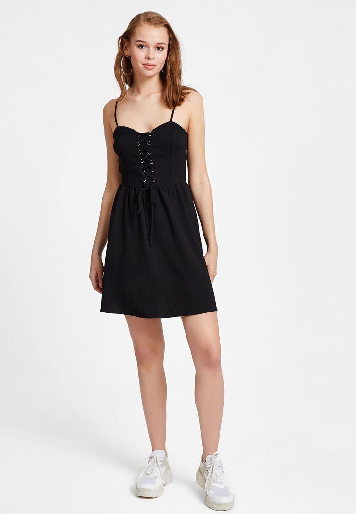 Siyah İnce Askılı Bağlama Detaylı Elbise
