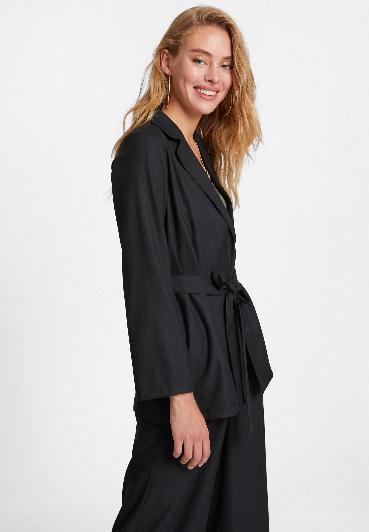 Bayan Siyah Beli Bağlama Detaylı Ceket
