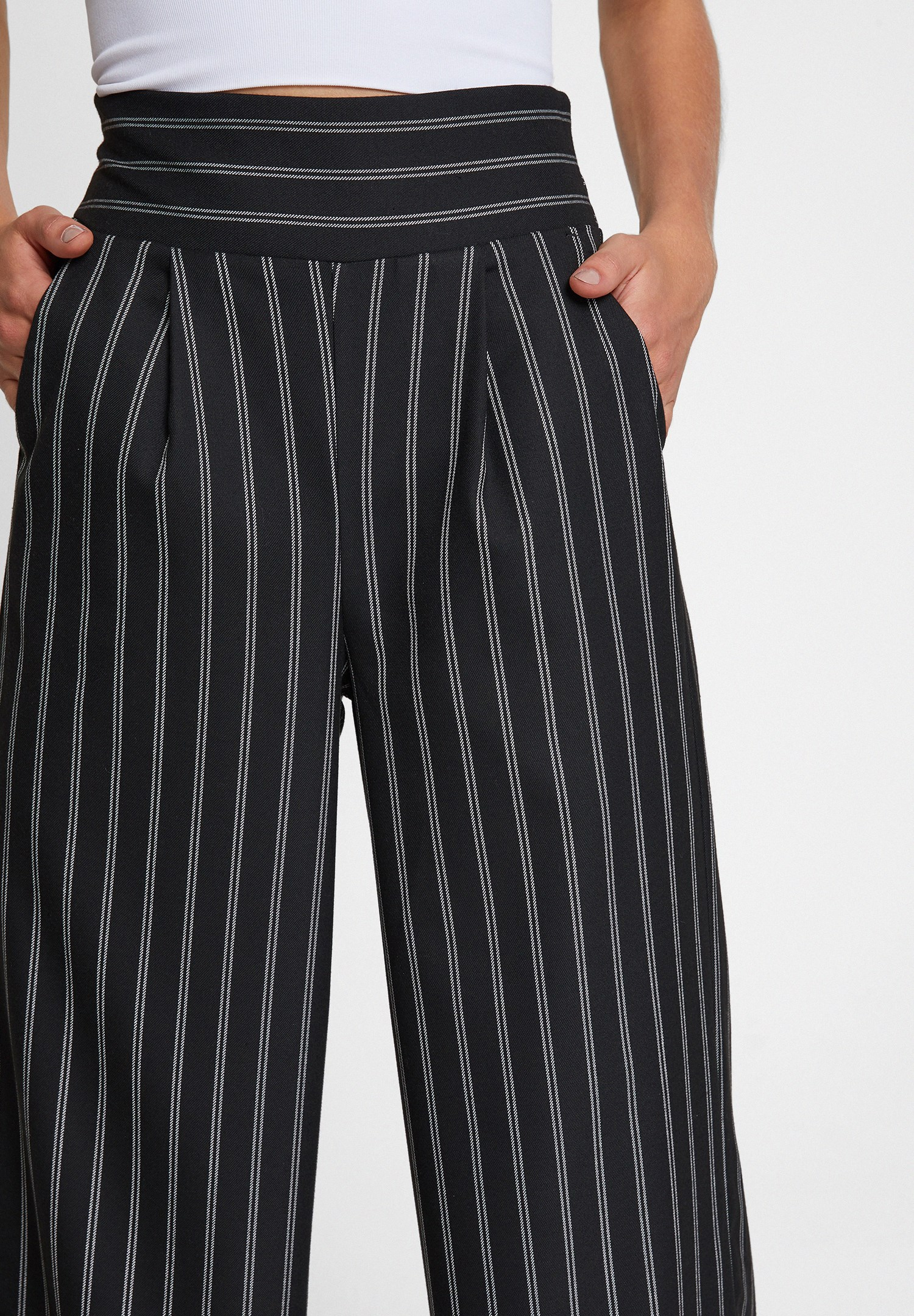 Bayan Siyah Çizgi Desen Detaylı Bol Pantolon