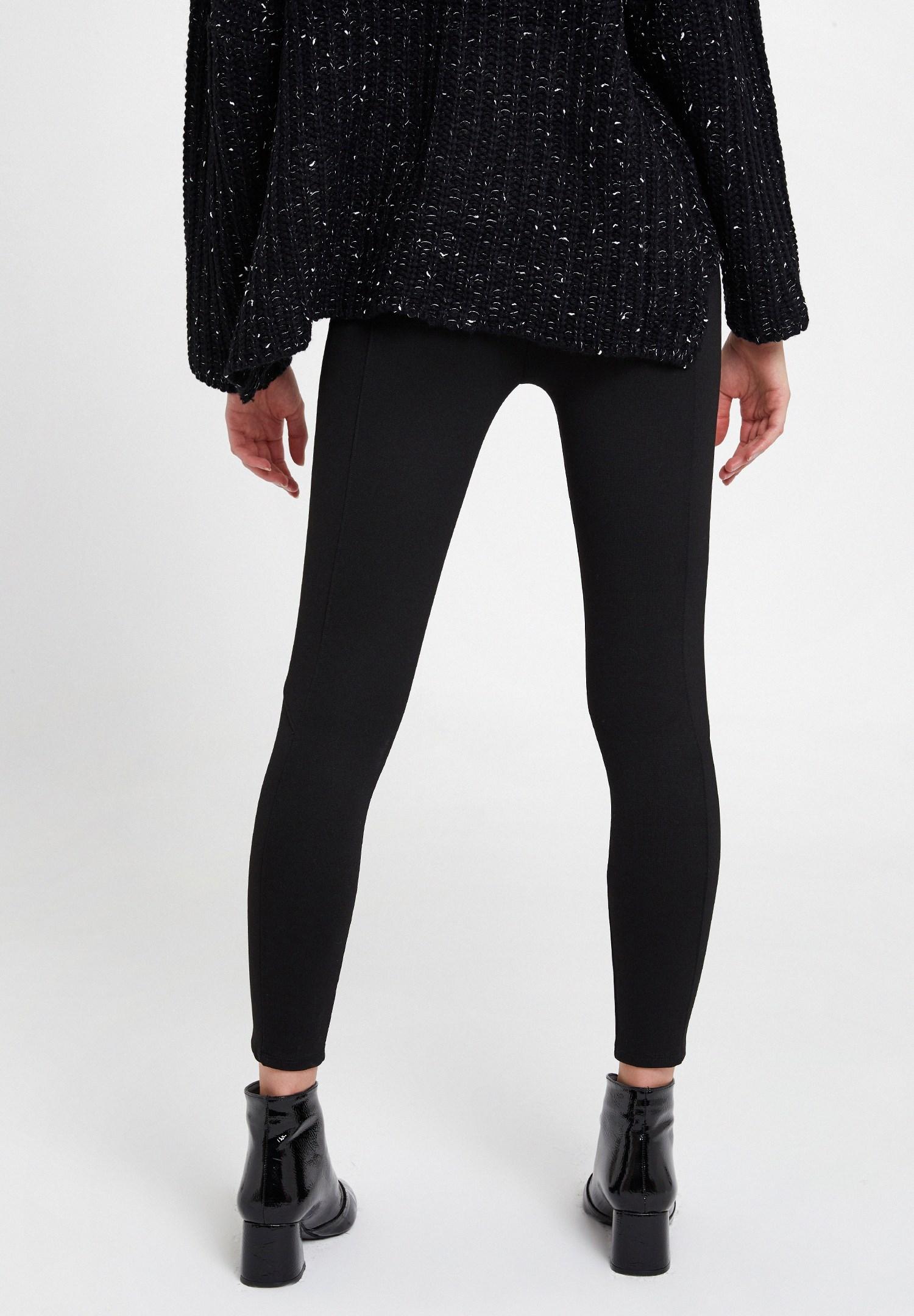 Women Black Leggings with Zip Pocket