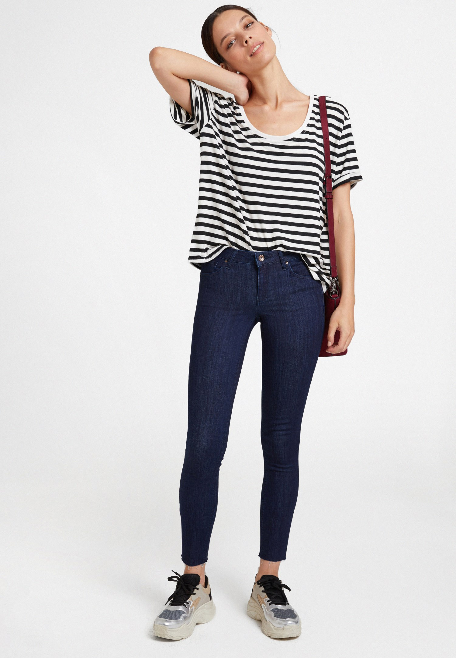 Women Blue Low Rise Skinny Pants with Details