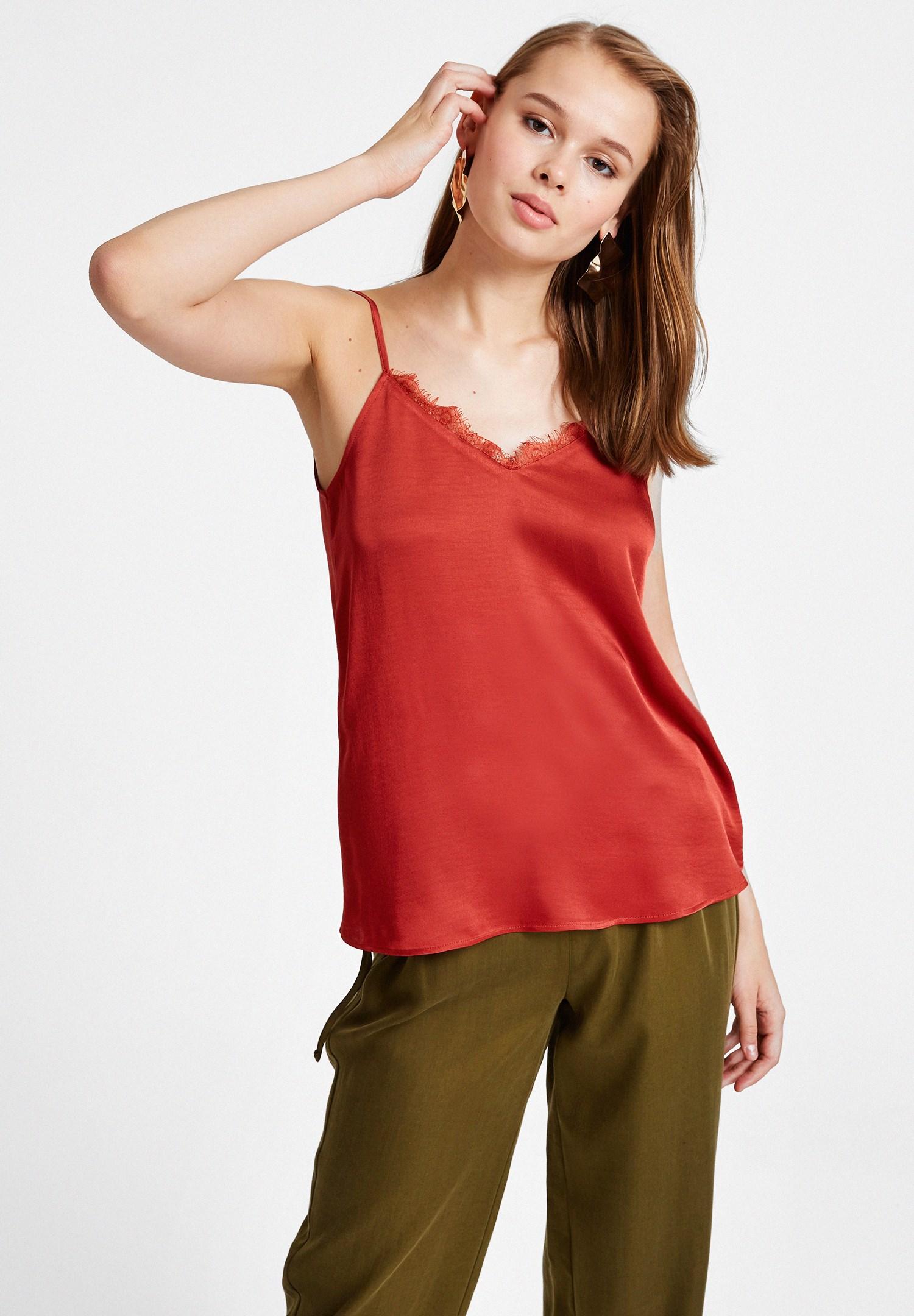 Bayan Kırmızı İnce Askılı Saten Bluz