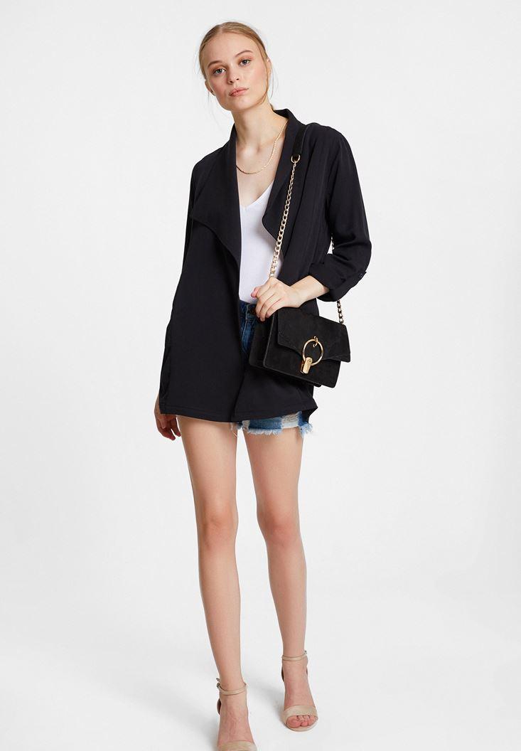 Siyah Blazer Ceket ve Denim Şort Kombini