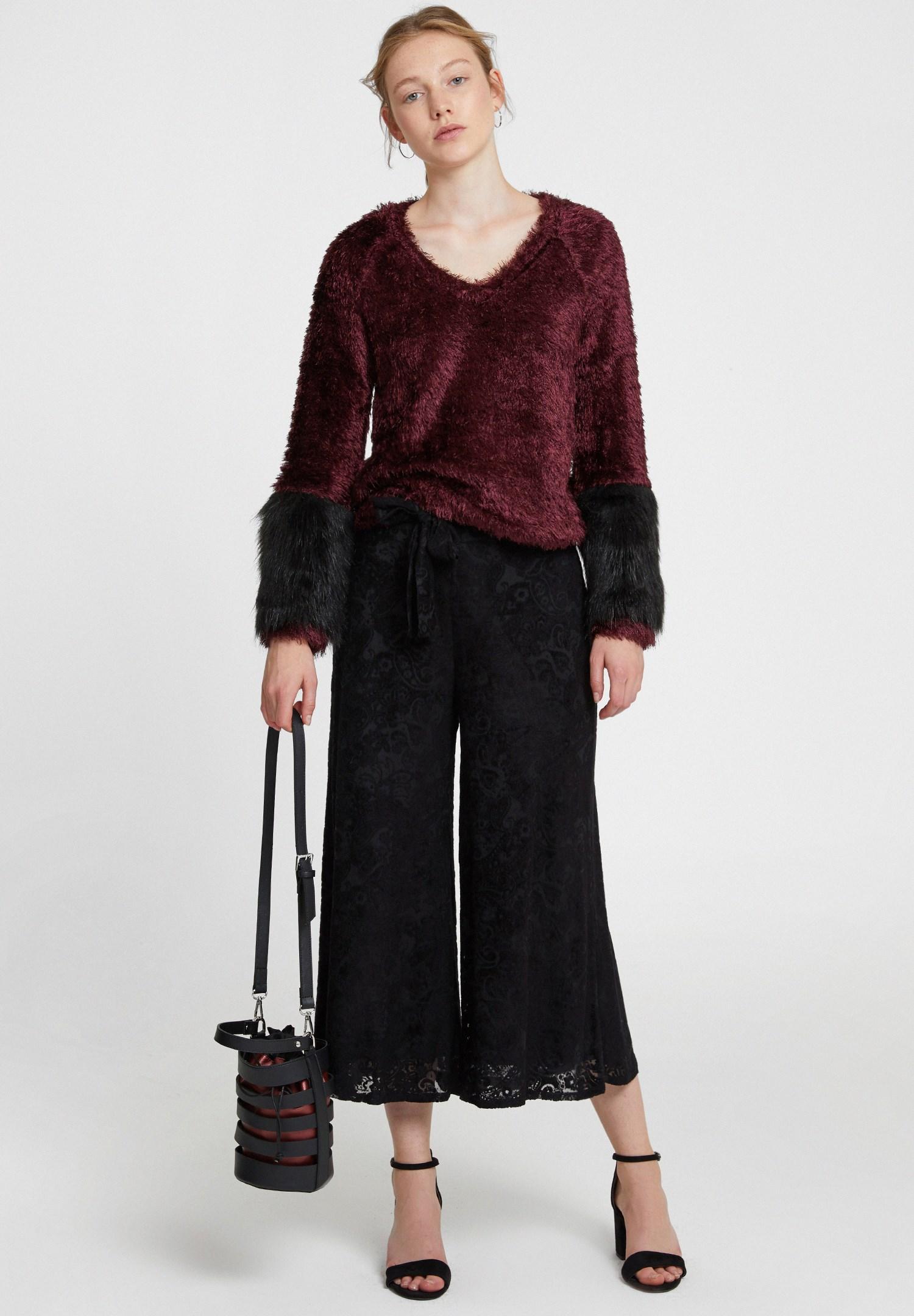 Bayan Siyah Kemer Detaylı Kadife Bol Pantolon