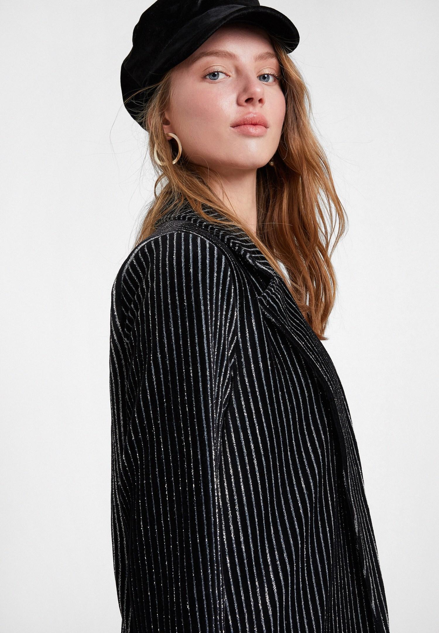 Bayan Siyah Çizgili Parlak Detaylı Ceket